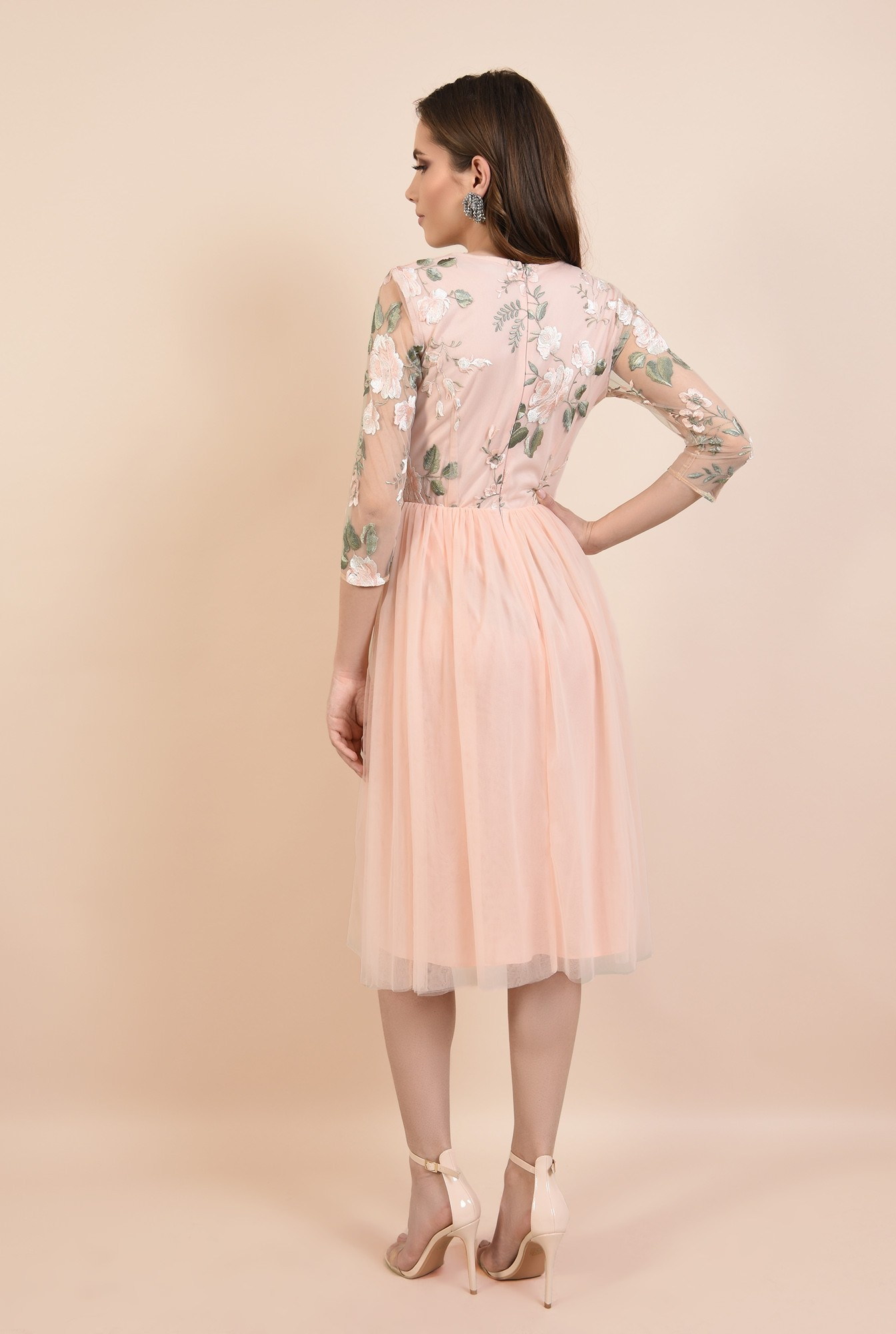 1 - rochie de seara, roz, din tul, broderie florala, croi evazat