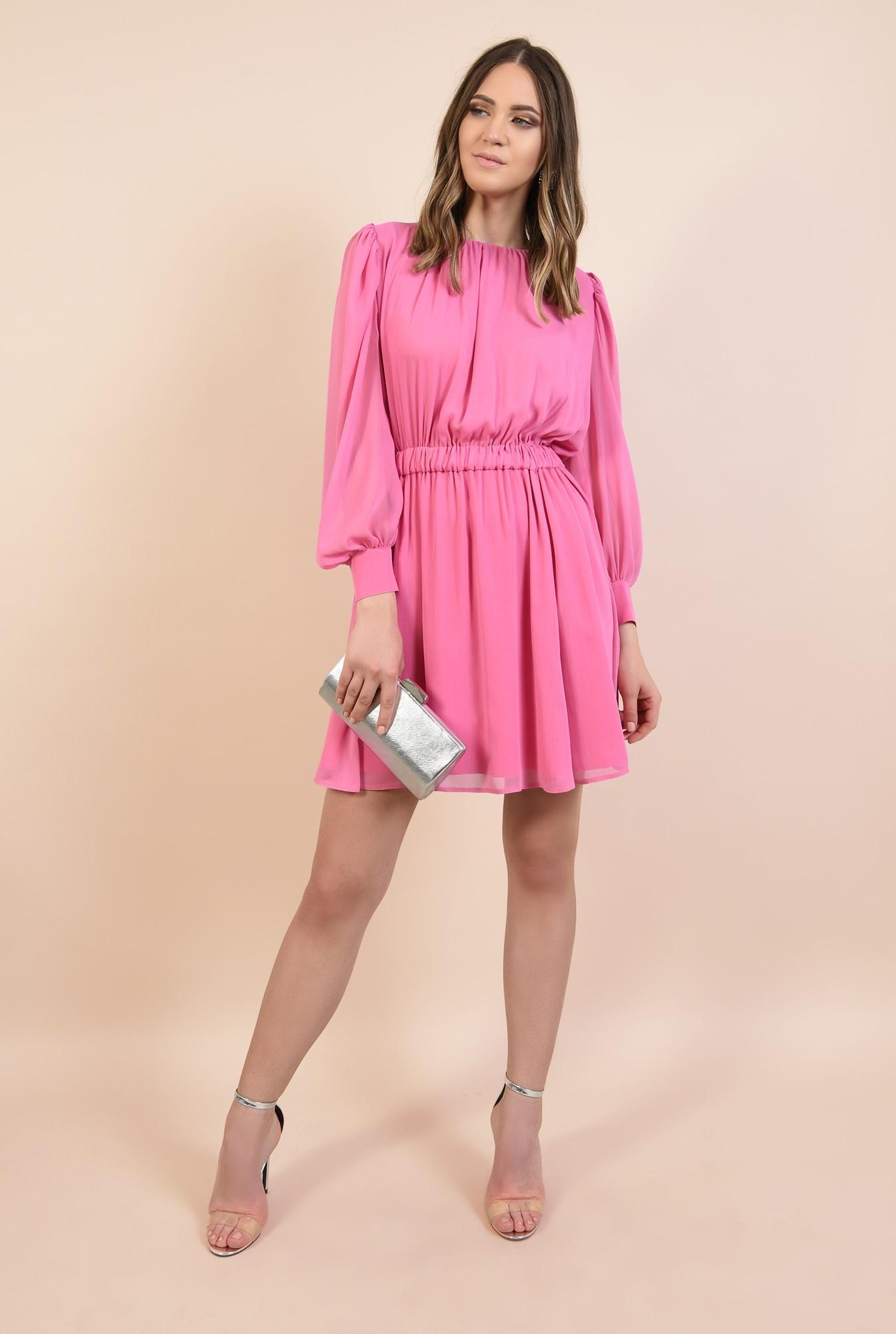 3 - rochie de seara, din voal roz, nasturi bijuterie, decolteu fronsat la baza gatului