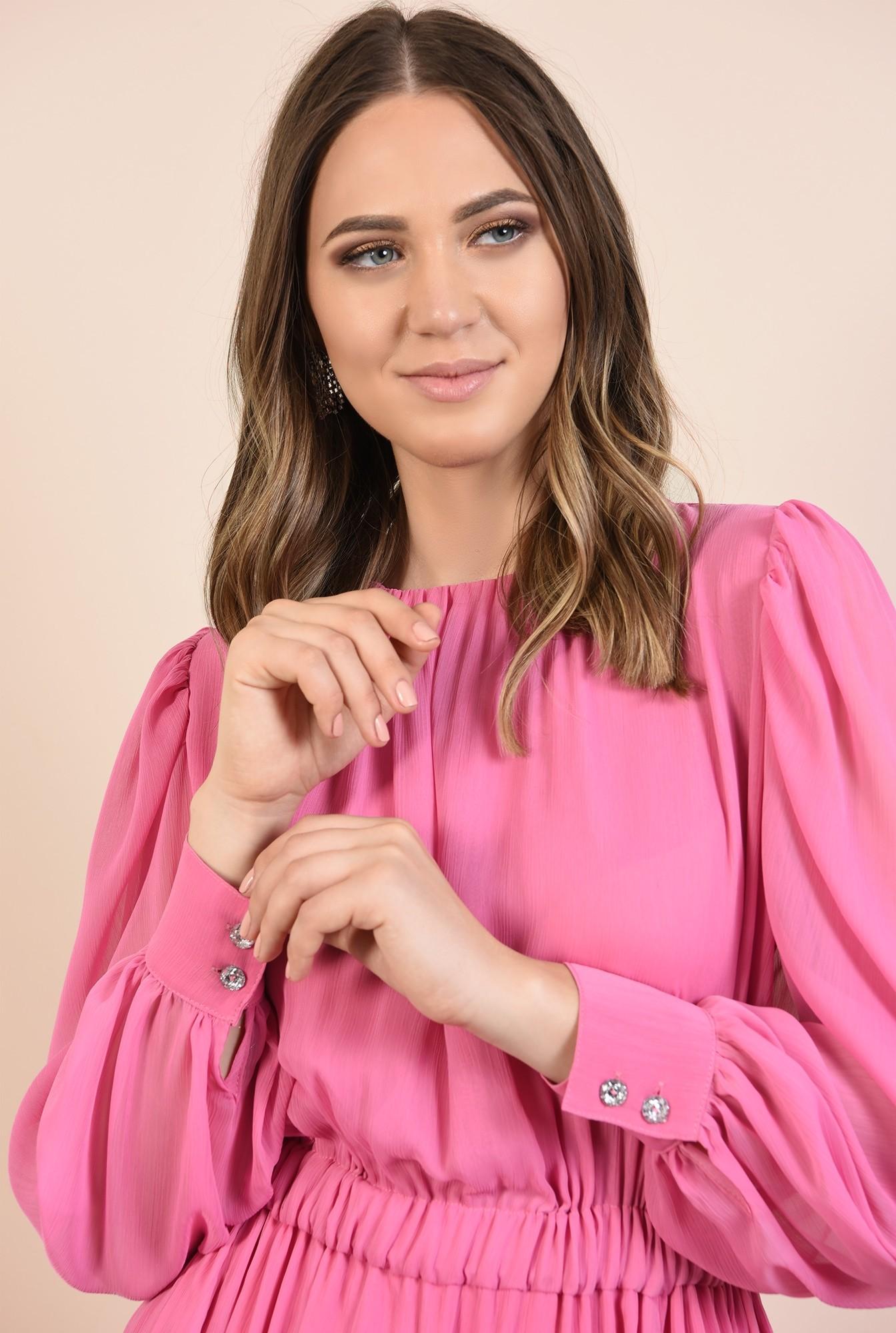 2 - rochie de seara, din voal roz, nasturi bijuterie, decolteu fronsat la baza gatului