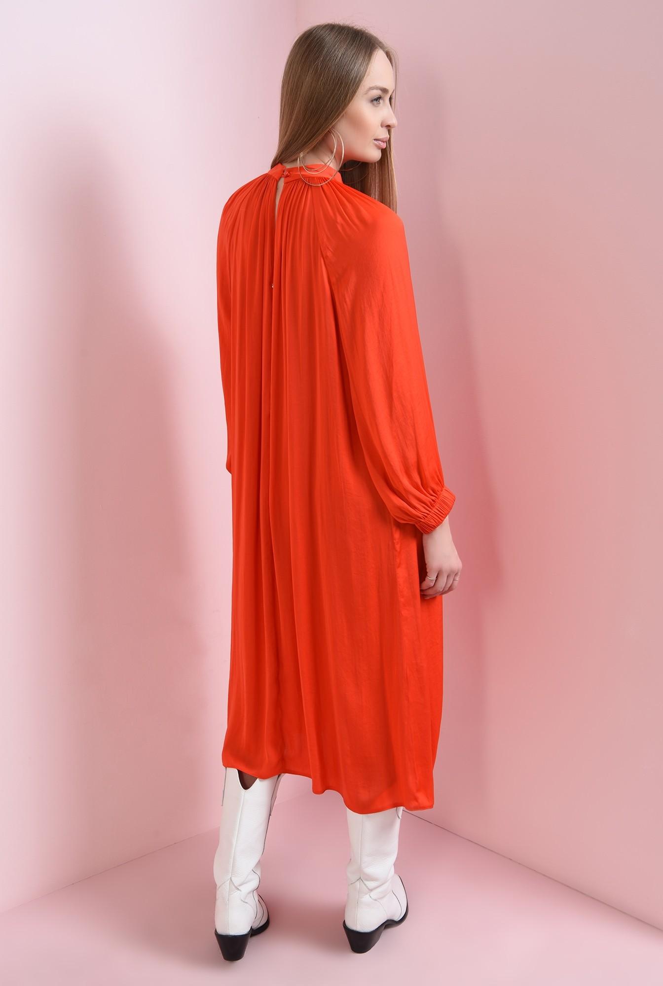 1 - rochie din satin, cu maneca voluminoasa