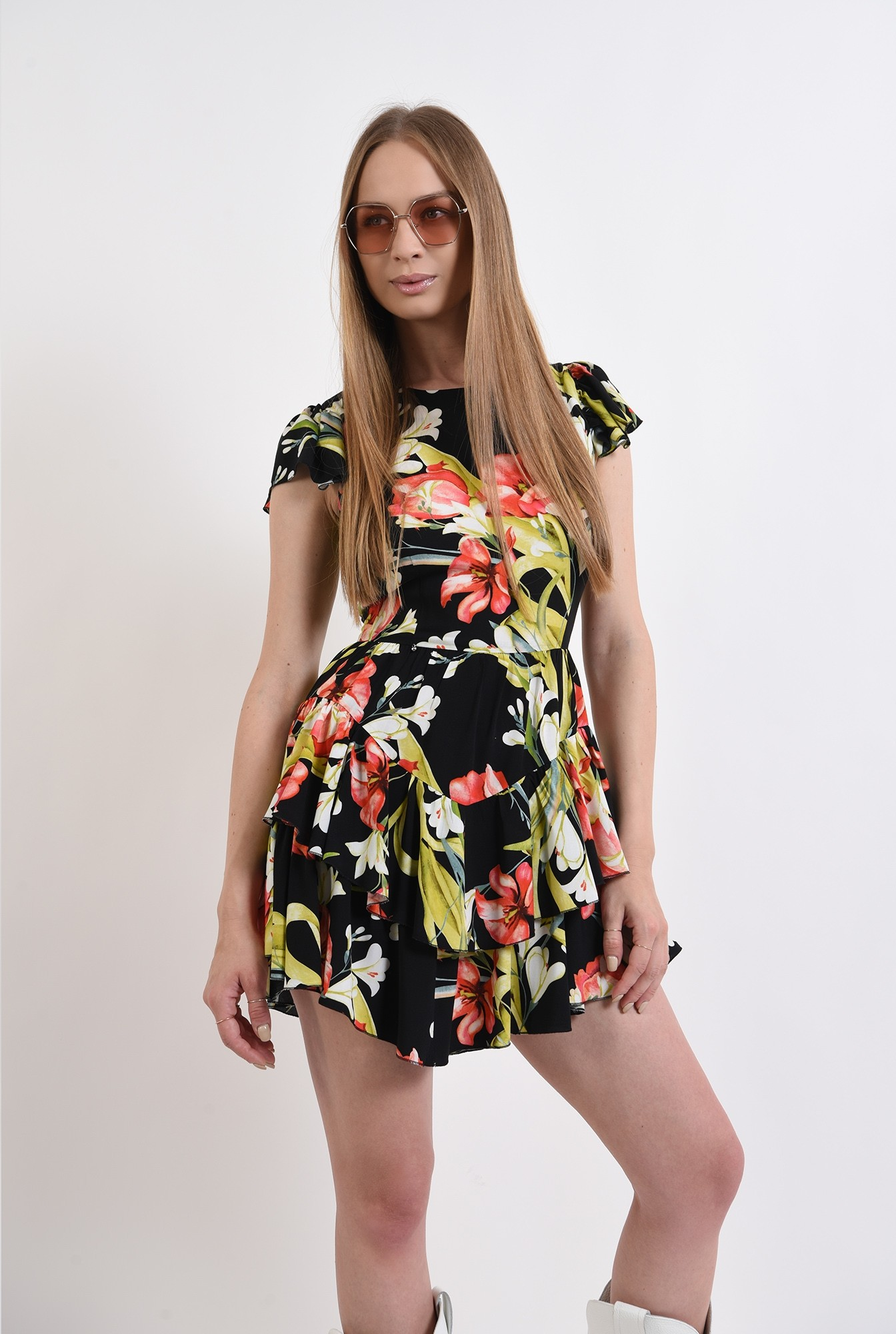 2 - rochie cu imprimeu floral, cu maneca scurta