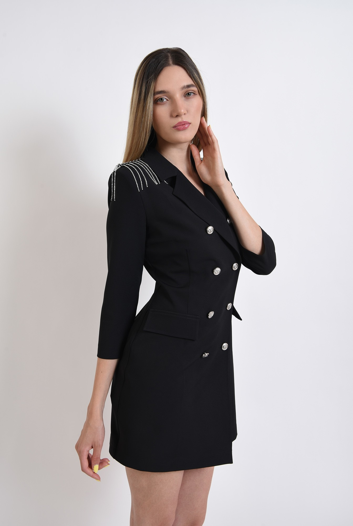 1 - rochie neagra, stil sacou, cu nasturi metalici
