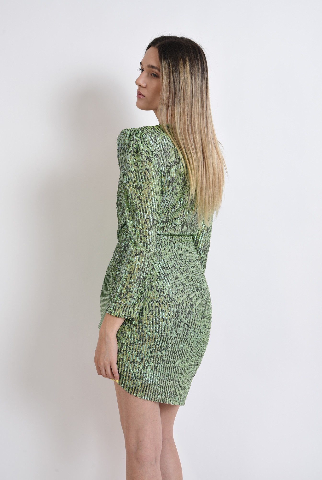 2 - rochie scurta, eleganta, paiete, decolteu adanc, verde