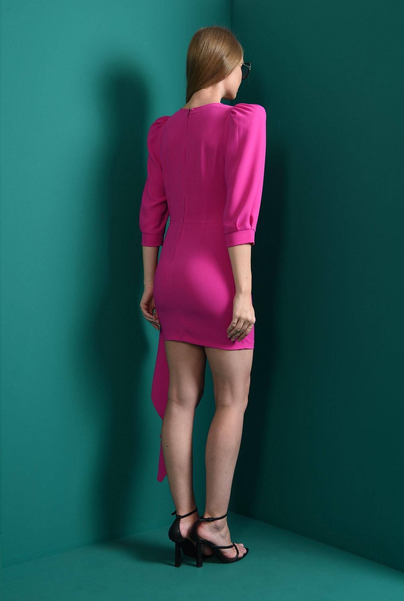2 - rochie cu drapaj asimetric, cu decolteu