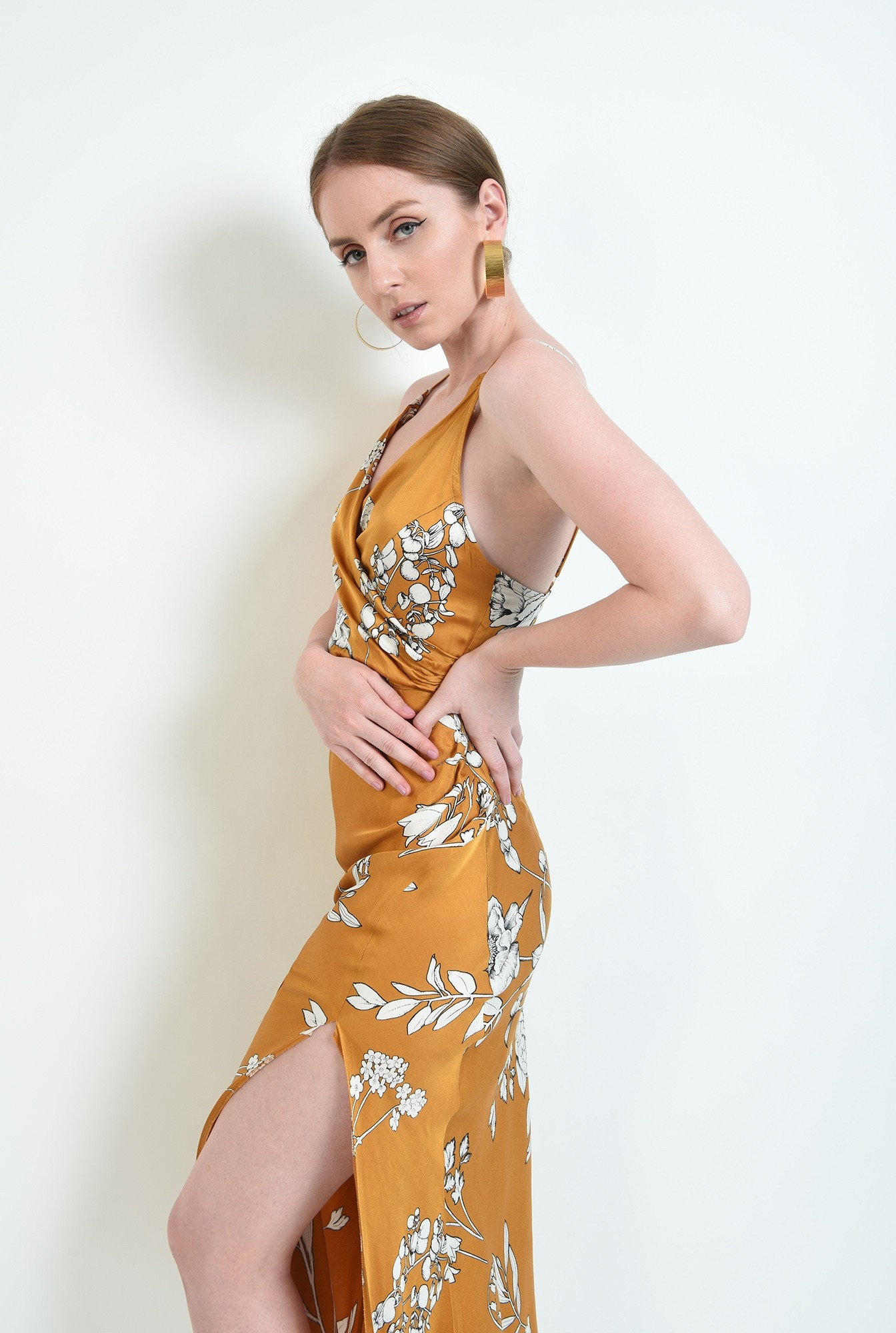0 - rochie mustar, cu motive florale, cu bretele subtiri
