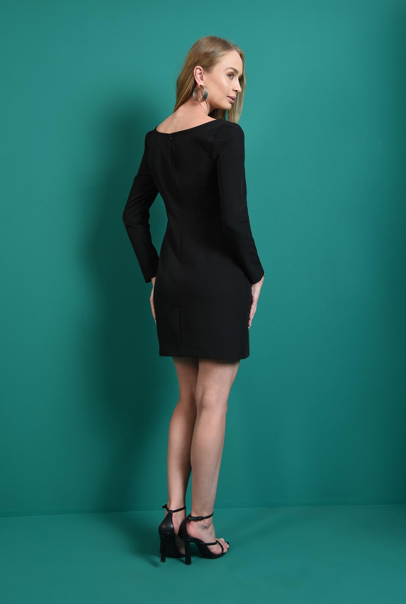 2 - rochie neagra, cu maneca lunga, cu decolteu
