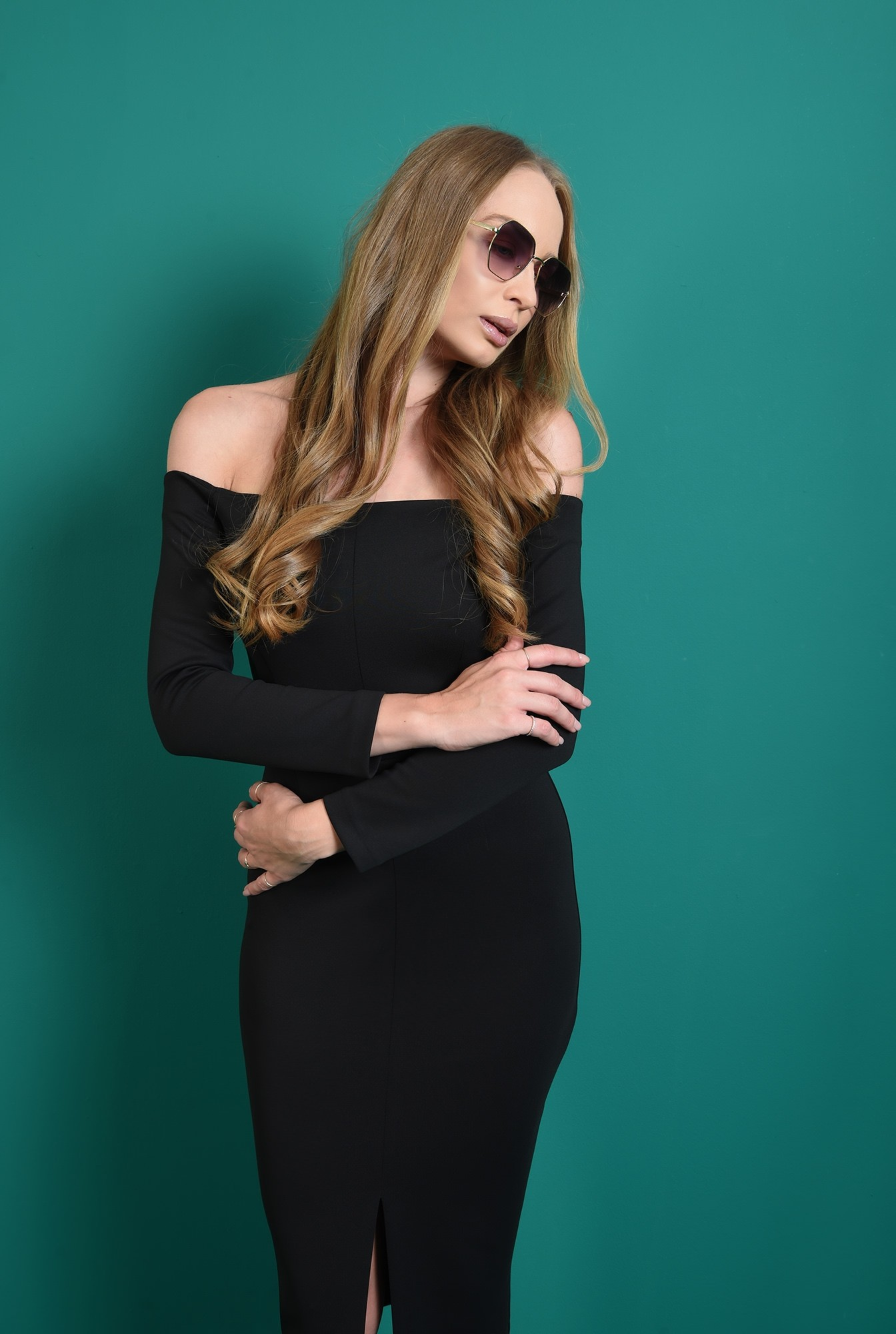 1 - rochie decoltata, neagra, Poema