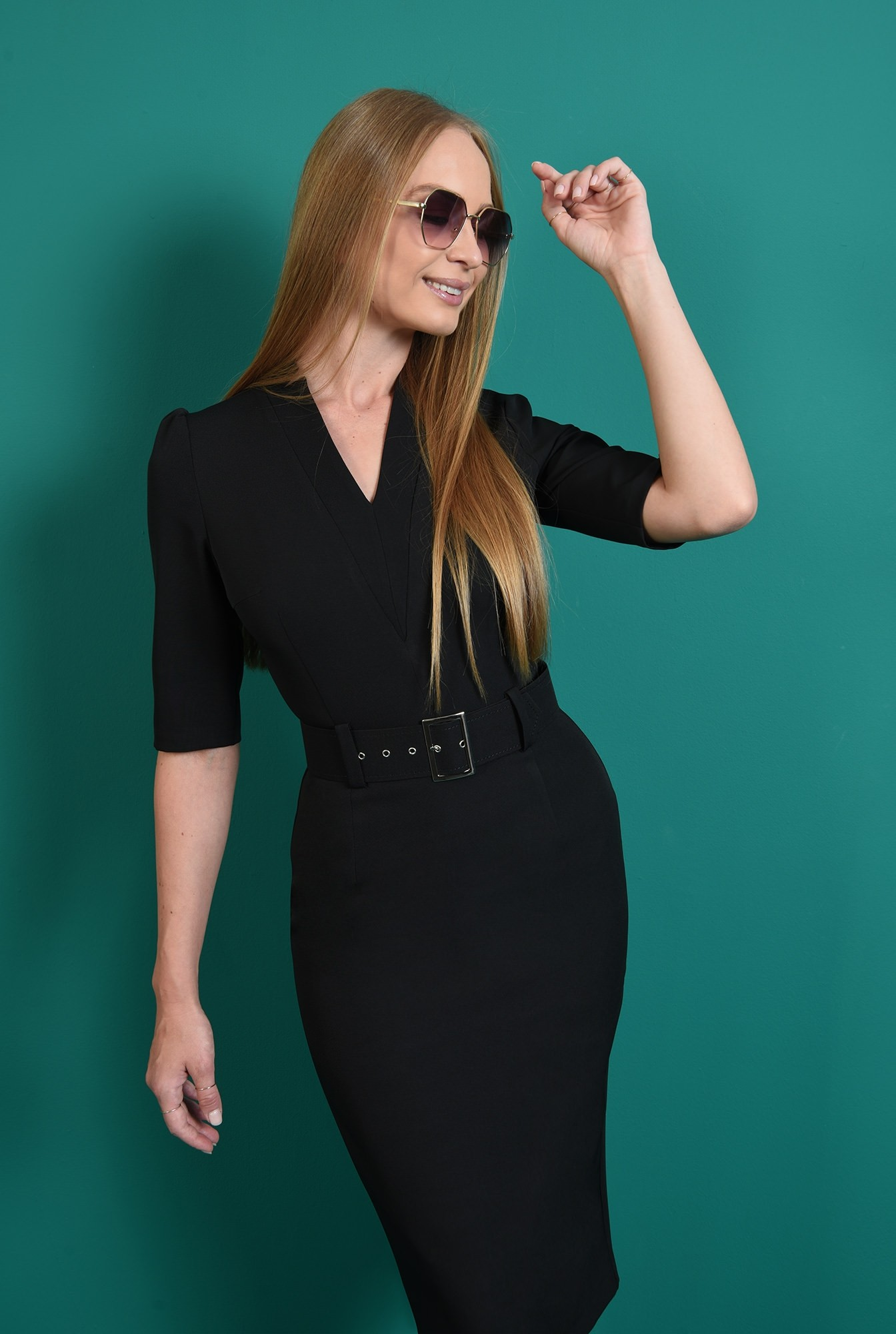 2 - rochie neagra, conica, cu revere crestate