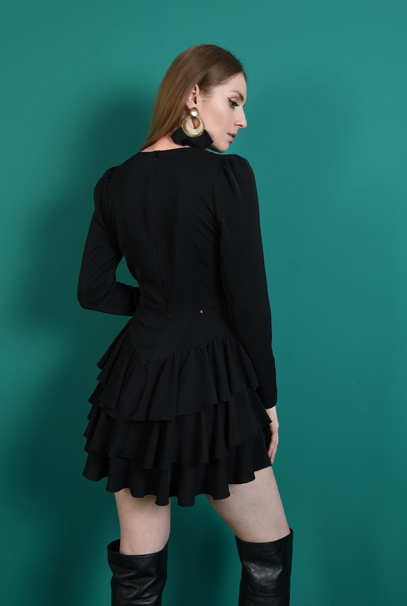 2 - rochie scurta, neagra, cu decolteu in V