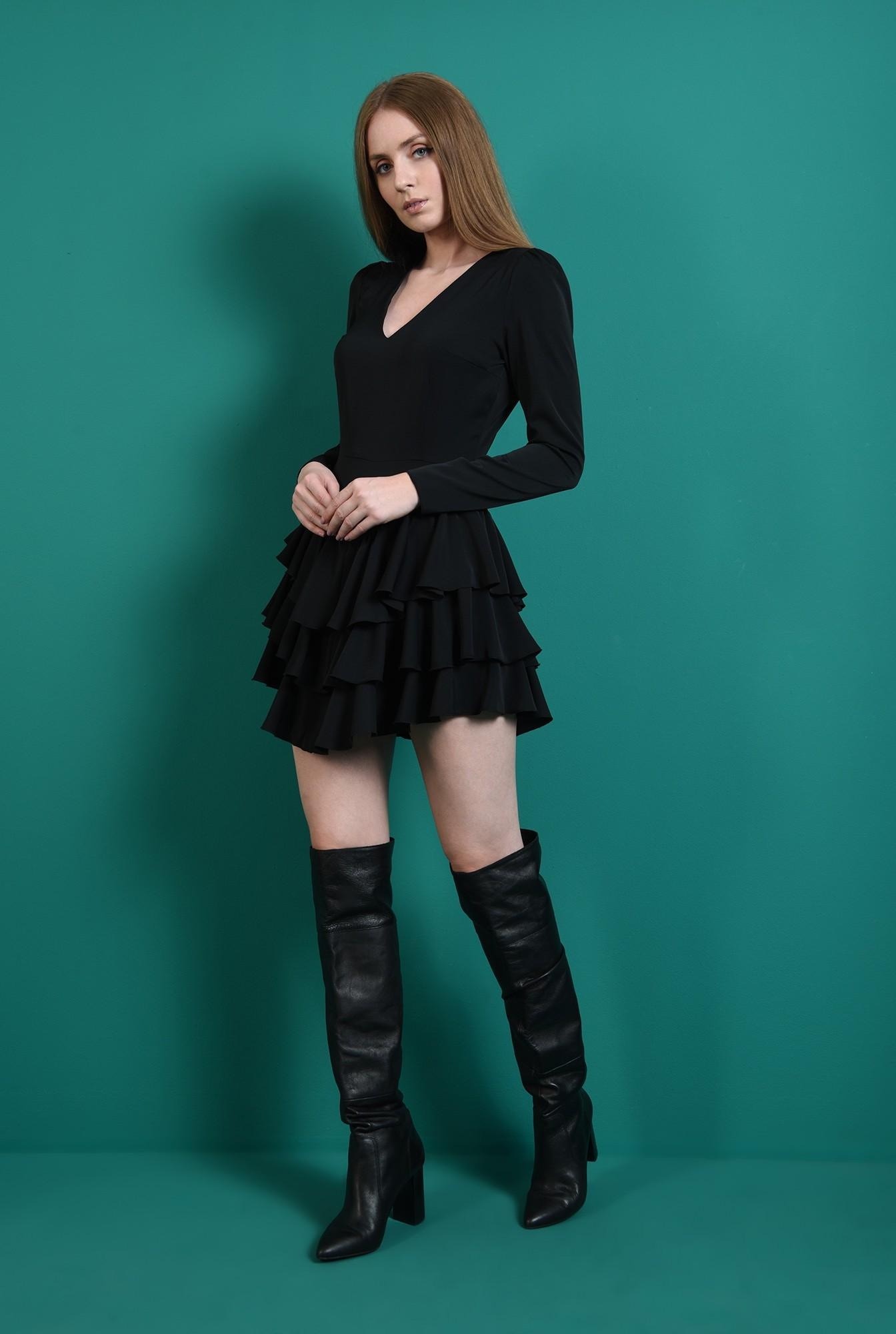 0 - rochie scurta, neagra, cu decolteu in V