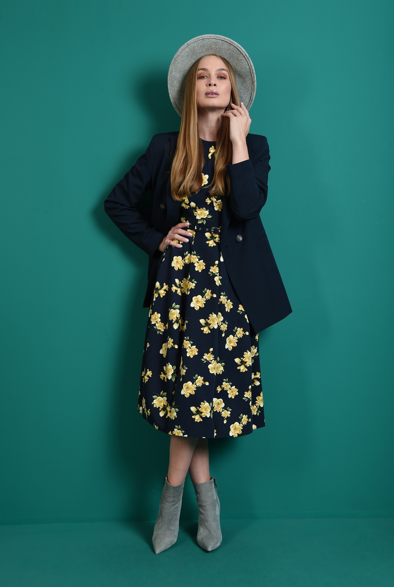 0 - rochie bleumarin, evazata, cu mptive florale