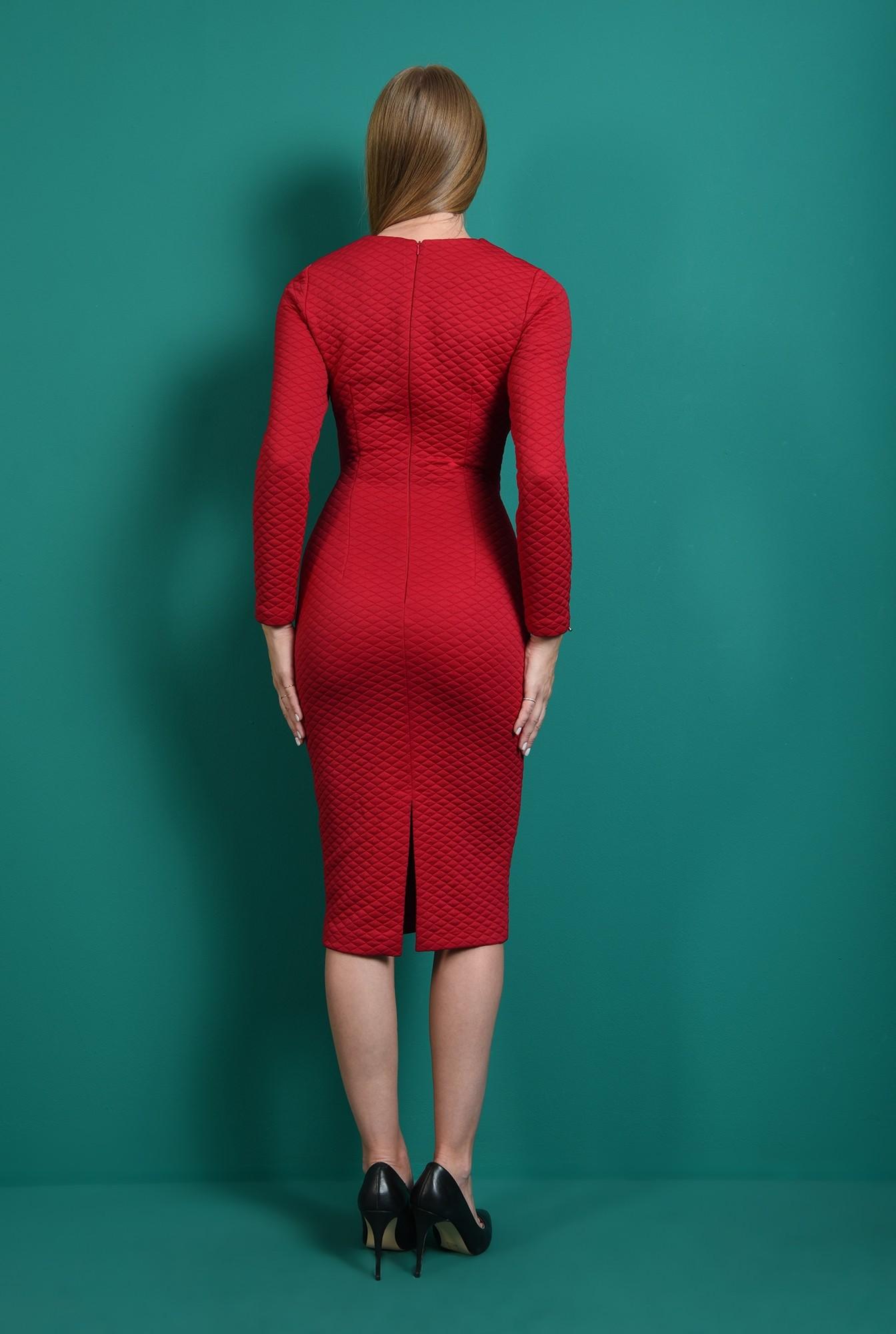 2 - rochie cu textura matlasata, cu decolteu rotund