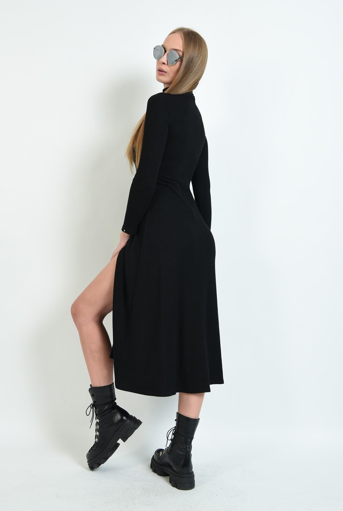 2 - rochie tricotata, cu guler inalt, cu slit fata