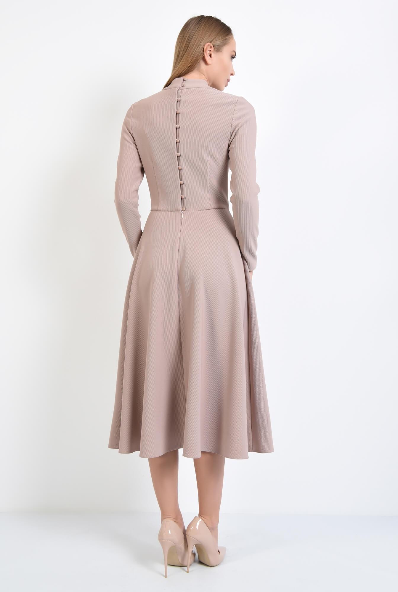 1 - rochie evazata, cu guler inalt, nasturi perla la spate, roz