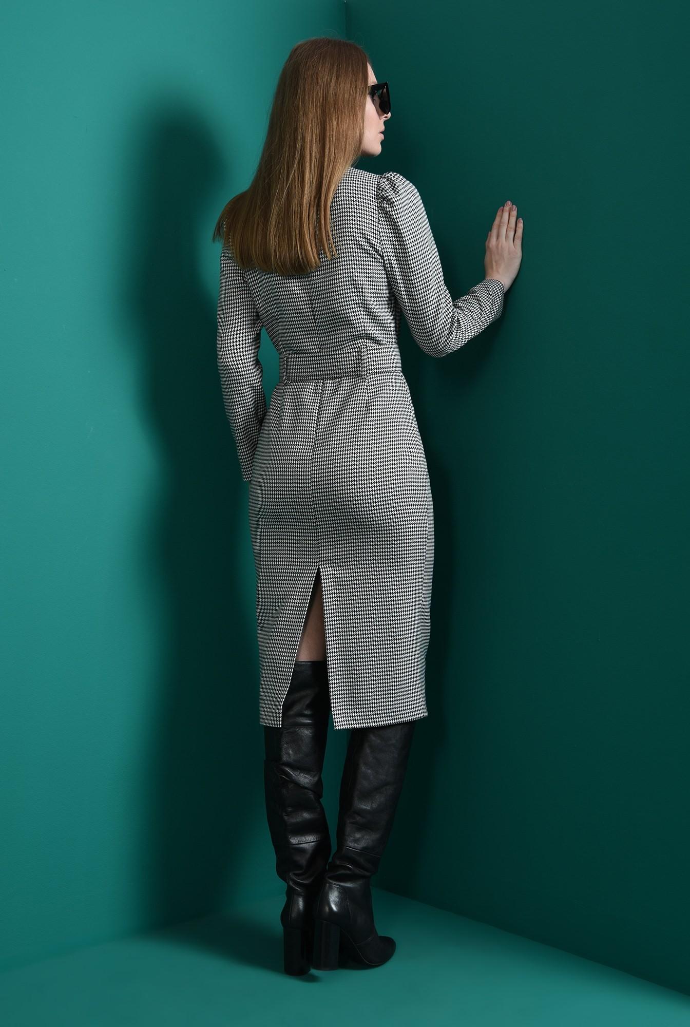 2 - rochie cu umeri accentuati, cu centura