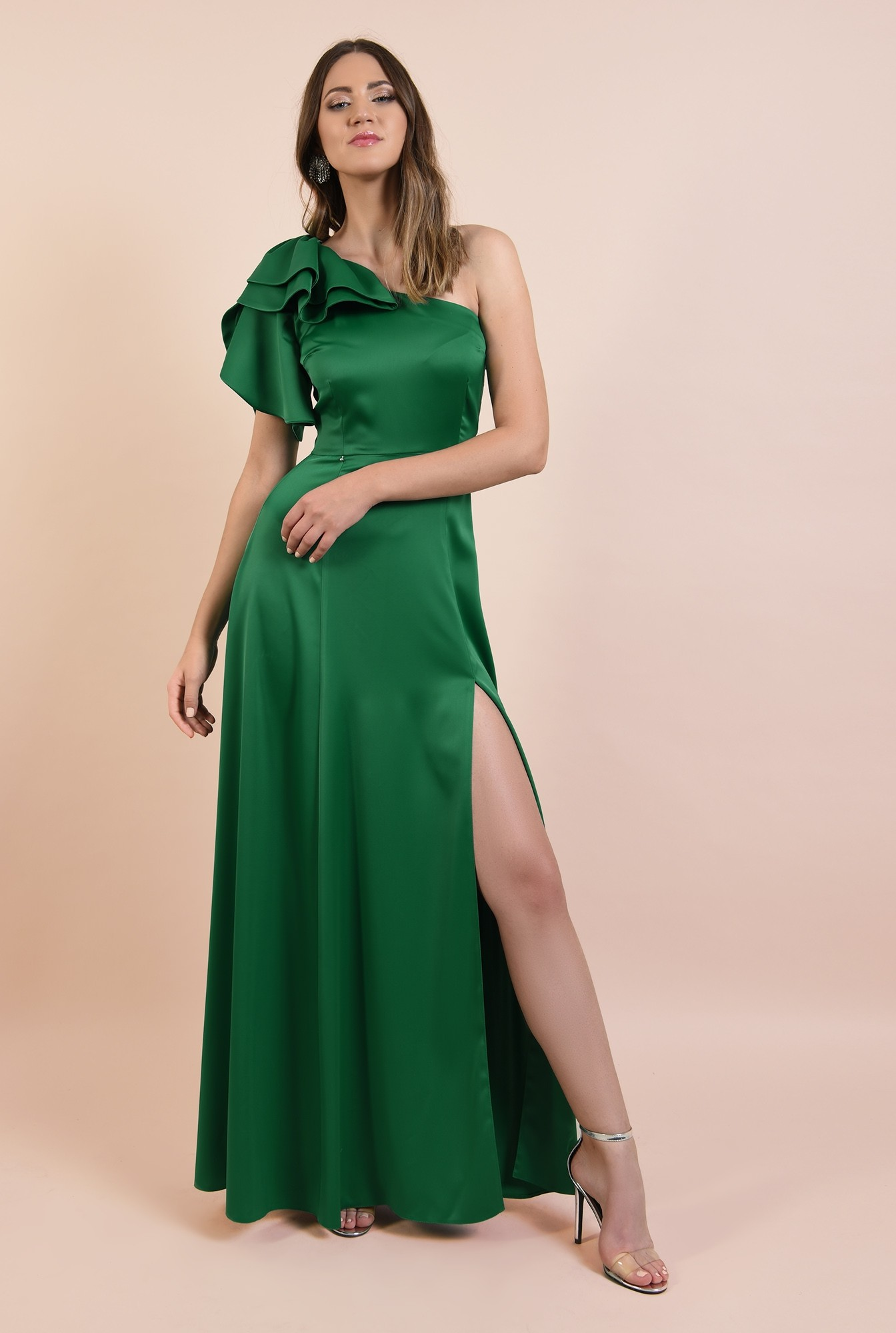 3 - rochie de ocazie, lunga, verde, cu crapeu, cu volane la umar, maneca lalea