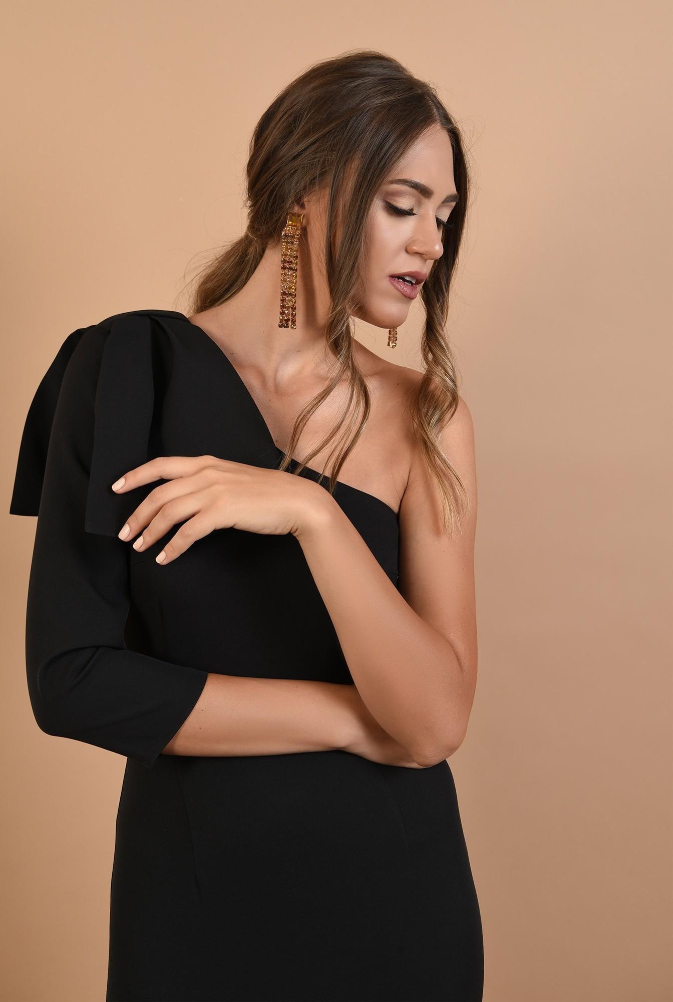 2 - rochie eleganta, cu funda, umar gol, midi