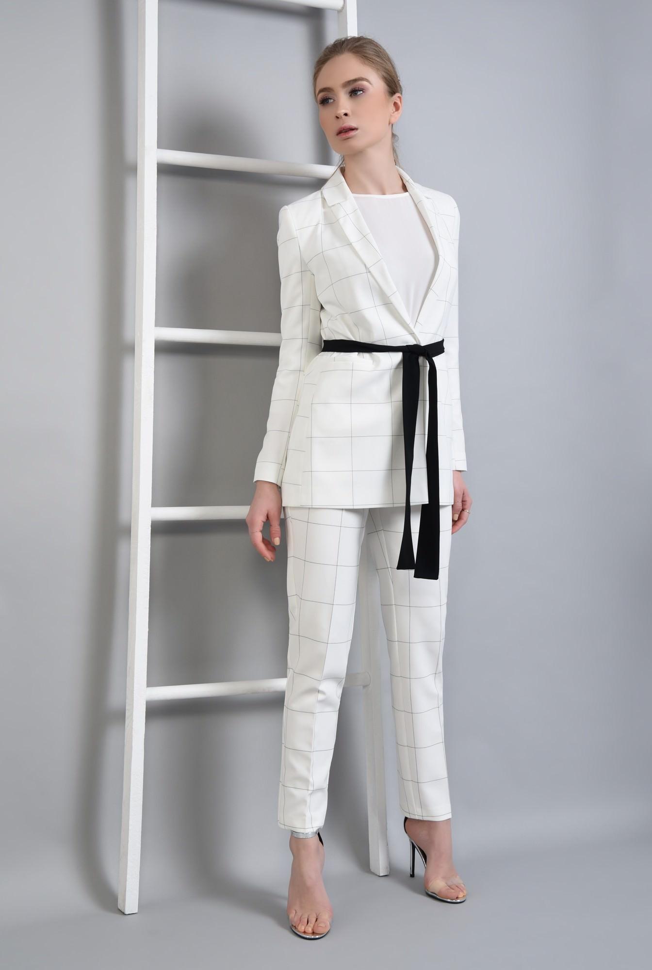 3 - Sacou elegant, alb