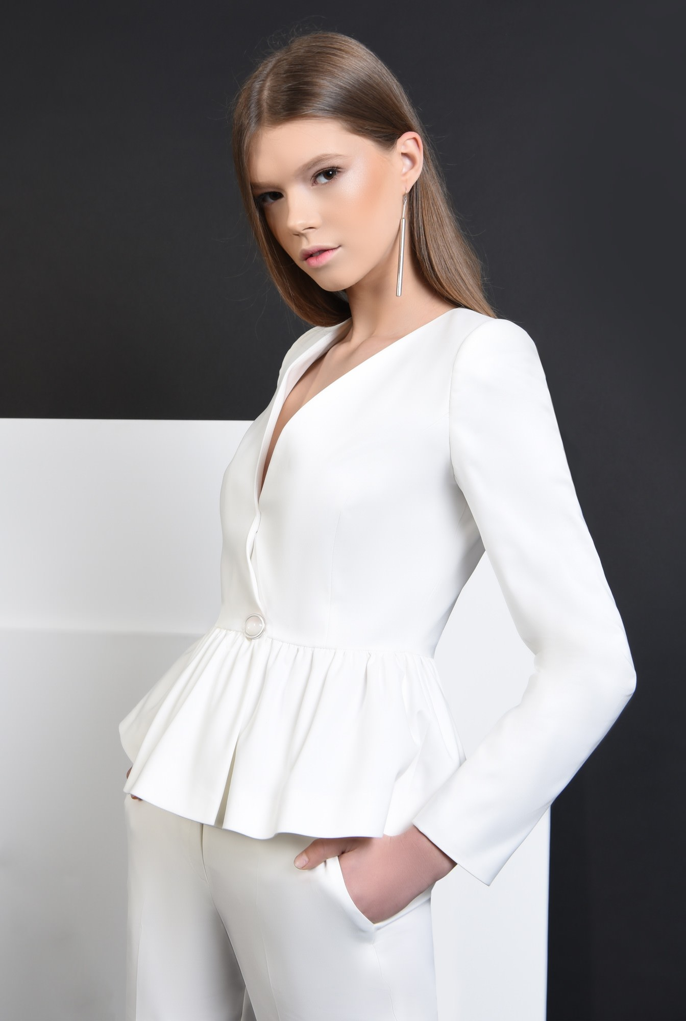 2 - 360 - Sacou casual alb, inchidere cu nasture decorativ