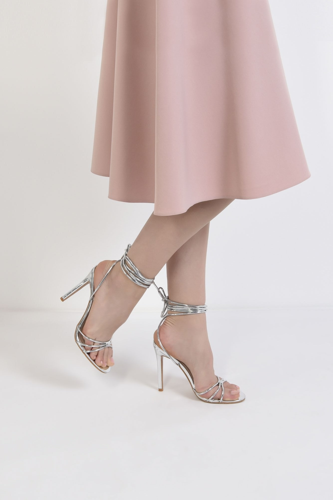 3 - sandale elegante, argintii, cu snur, stiletto
