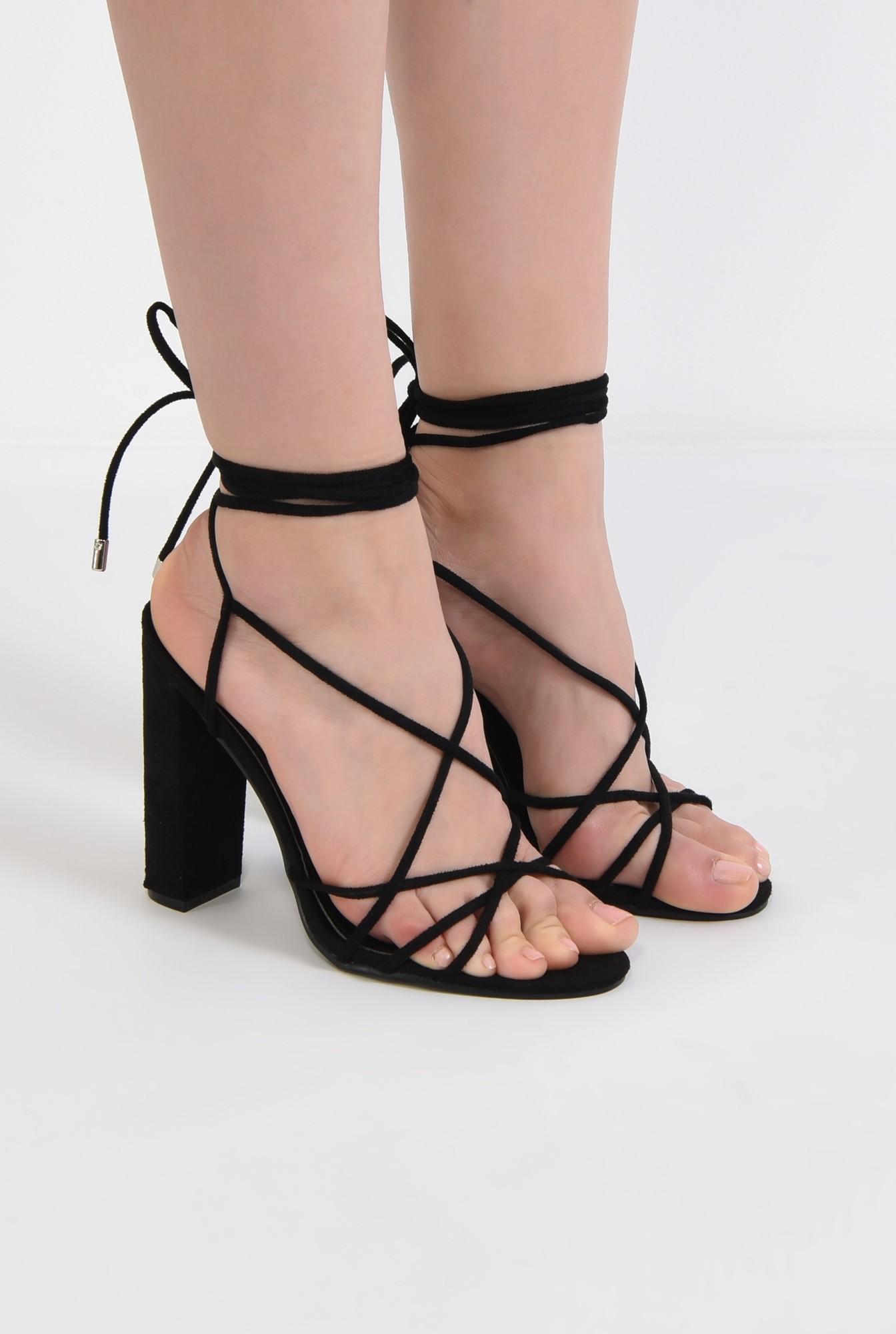 1 - sandale elegante, negre, cu toc gros, barete tip snur