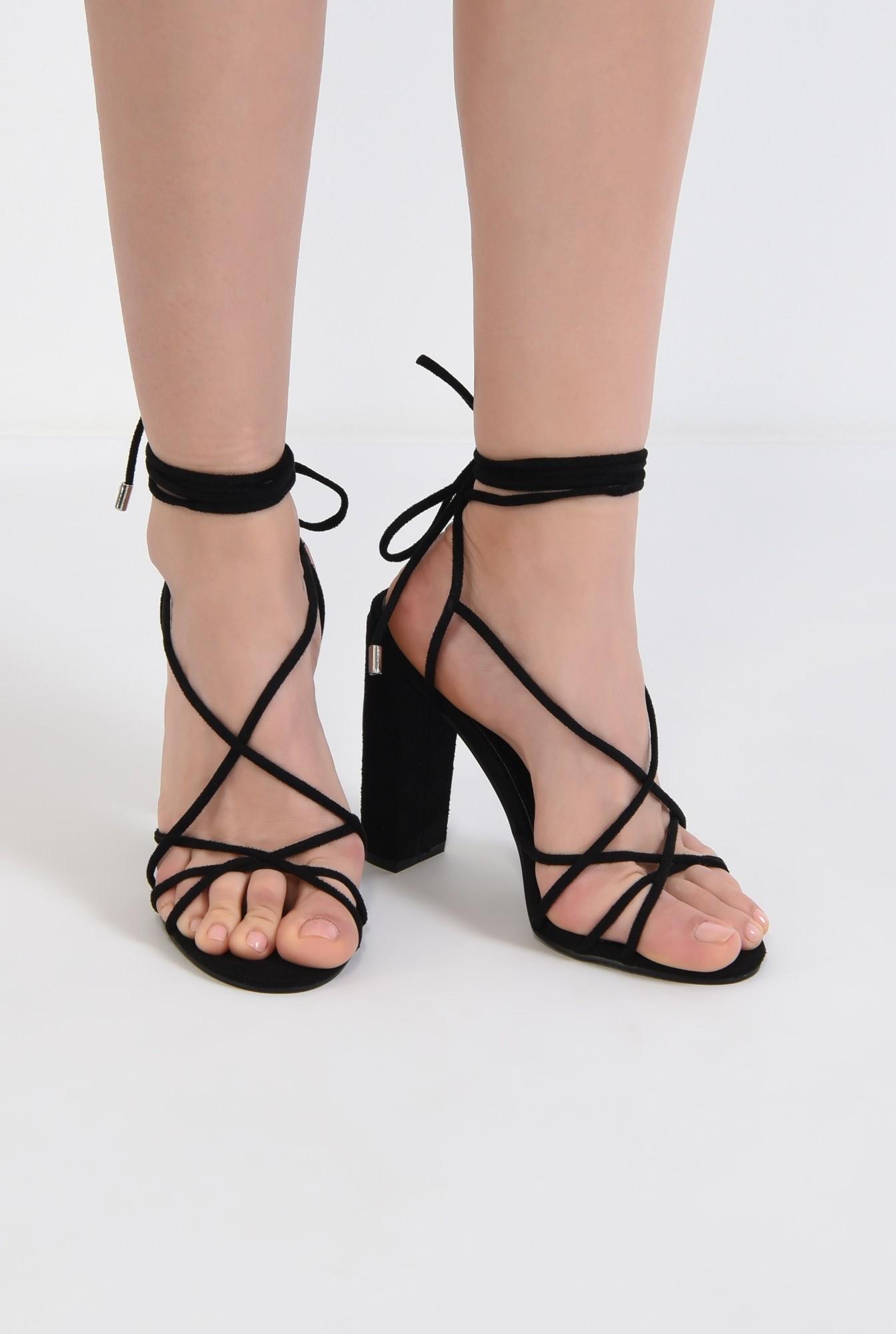 3 - sandale elegante, negre, cu toc gros, barete tip snur