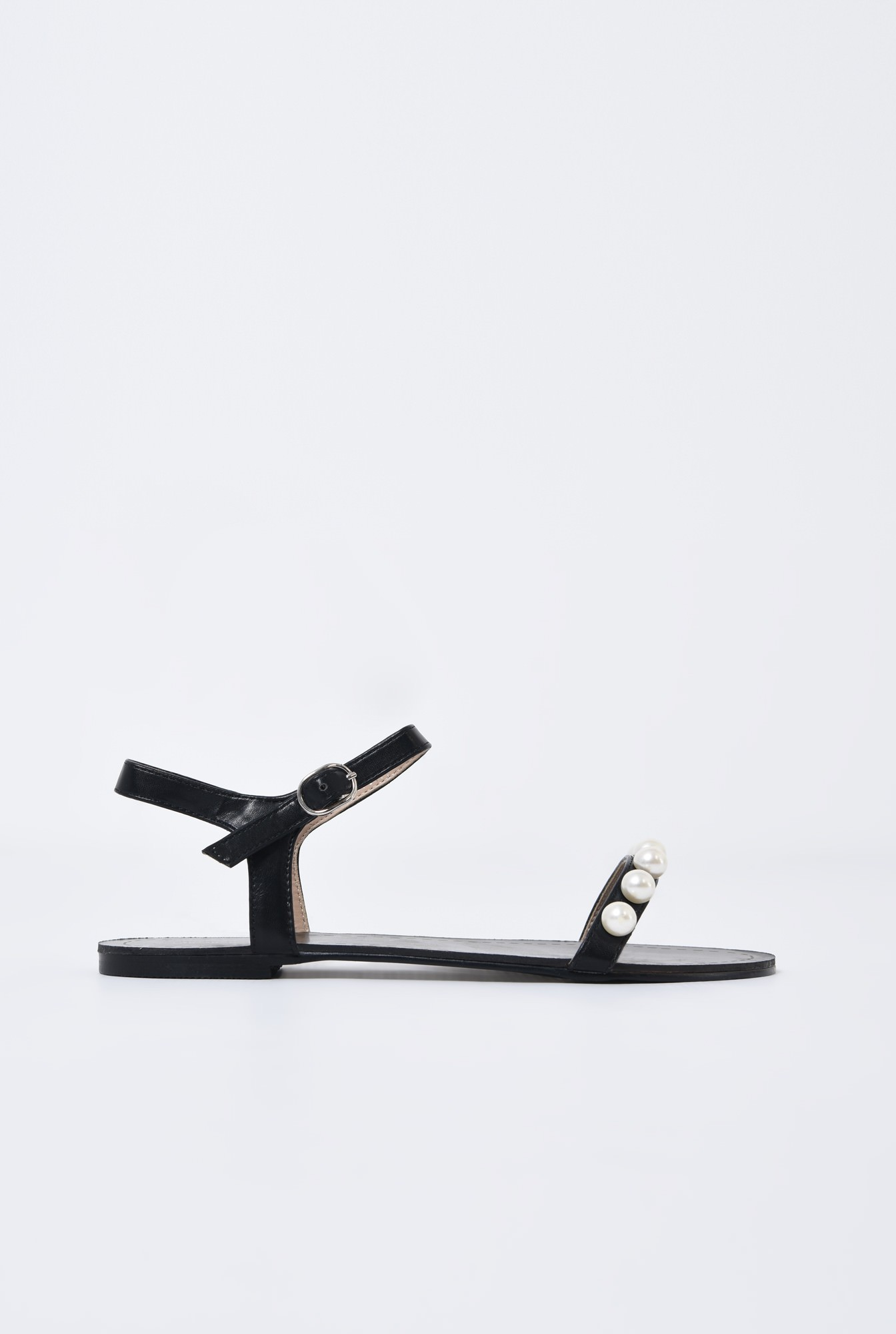 0 - sandale comode, negre, cu talpa joasa, bareta cu perle