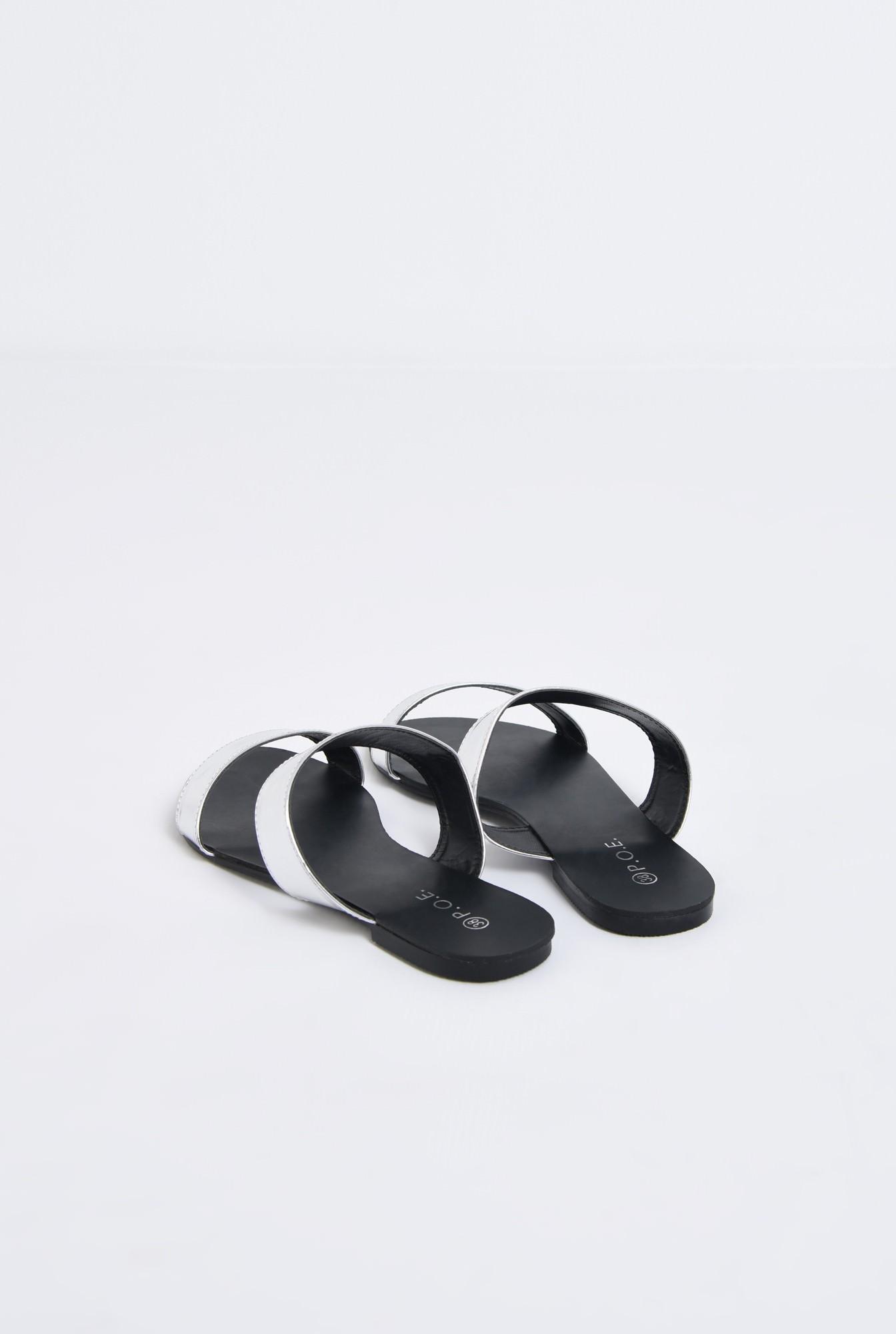 2 - papuci argintii, aspect metalic, cu talpa joasa