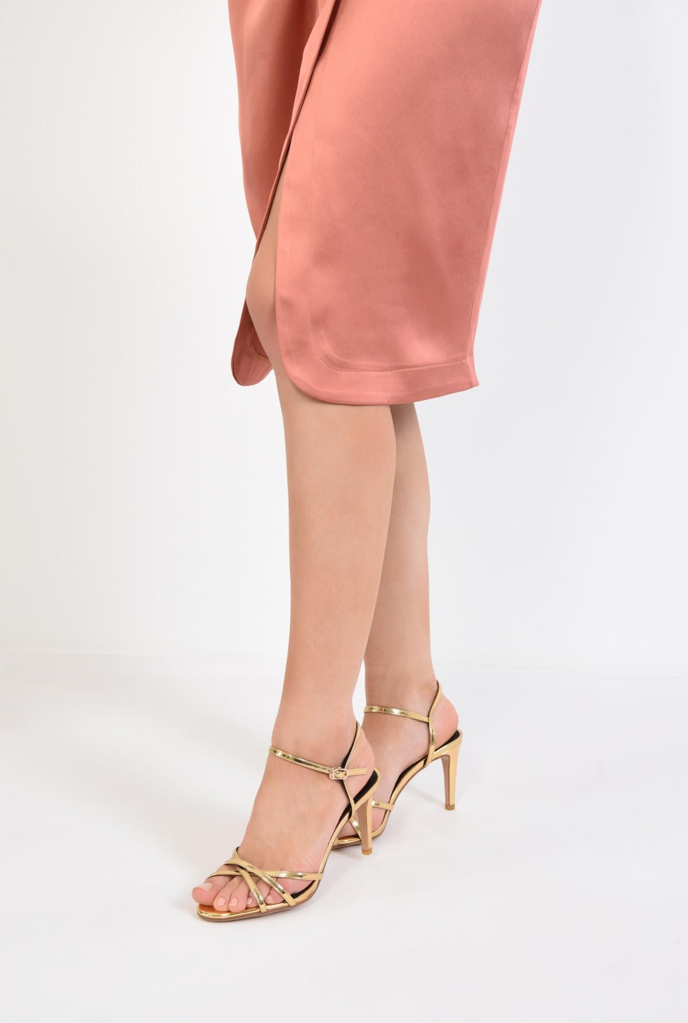 4 - sandale elegante, aurii, cu toc, aspect metalic