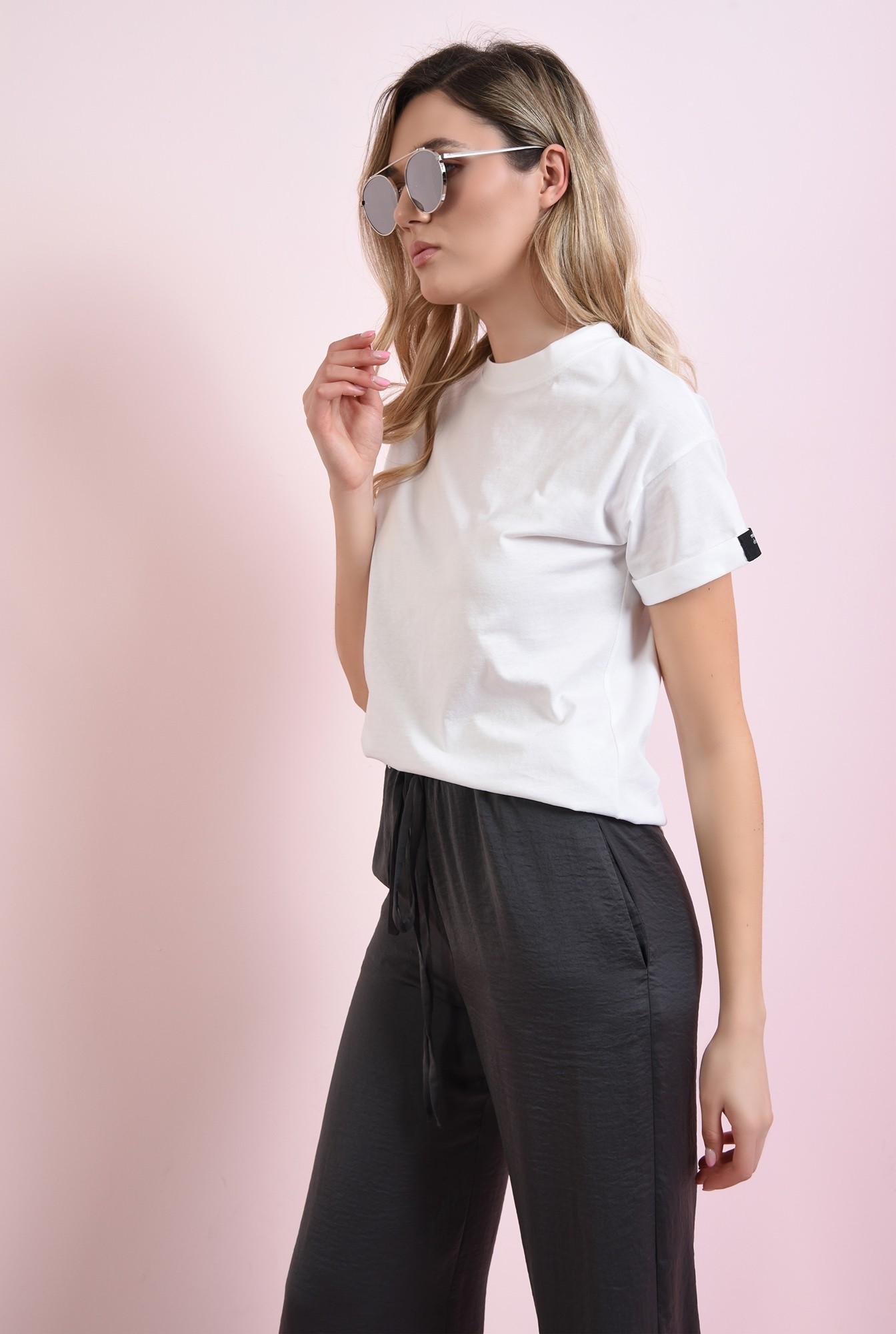 2 - tricou cu manseta, cu detaliu la maneca