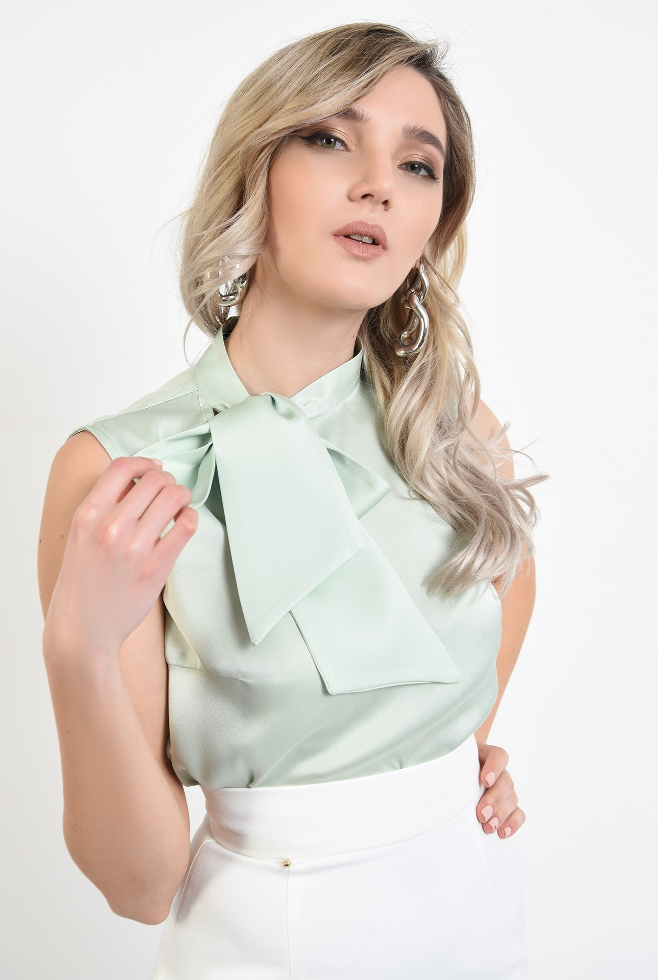 bluza eleganta, fara maneci, din satin, cu funda laterala
