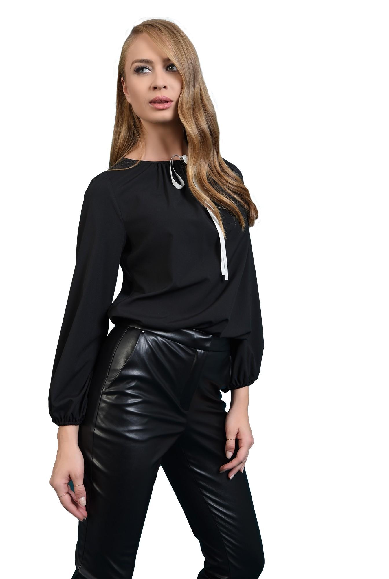 bluza casual, neagra, cu funda alba, Poema
