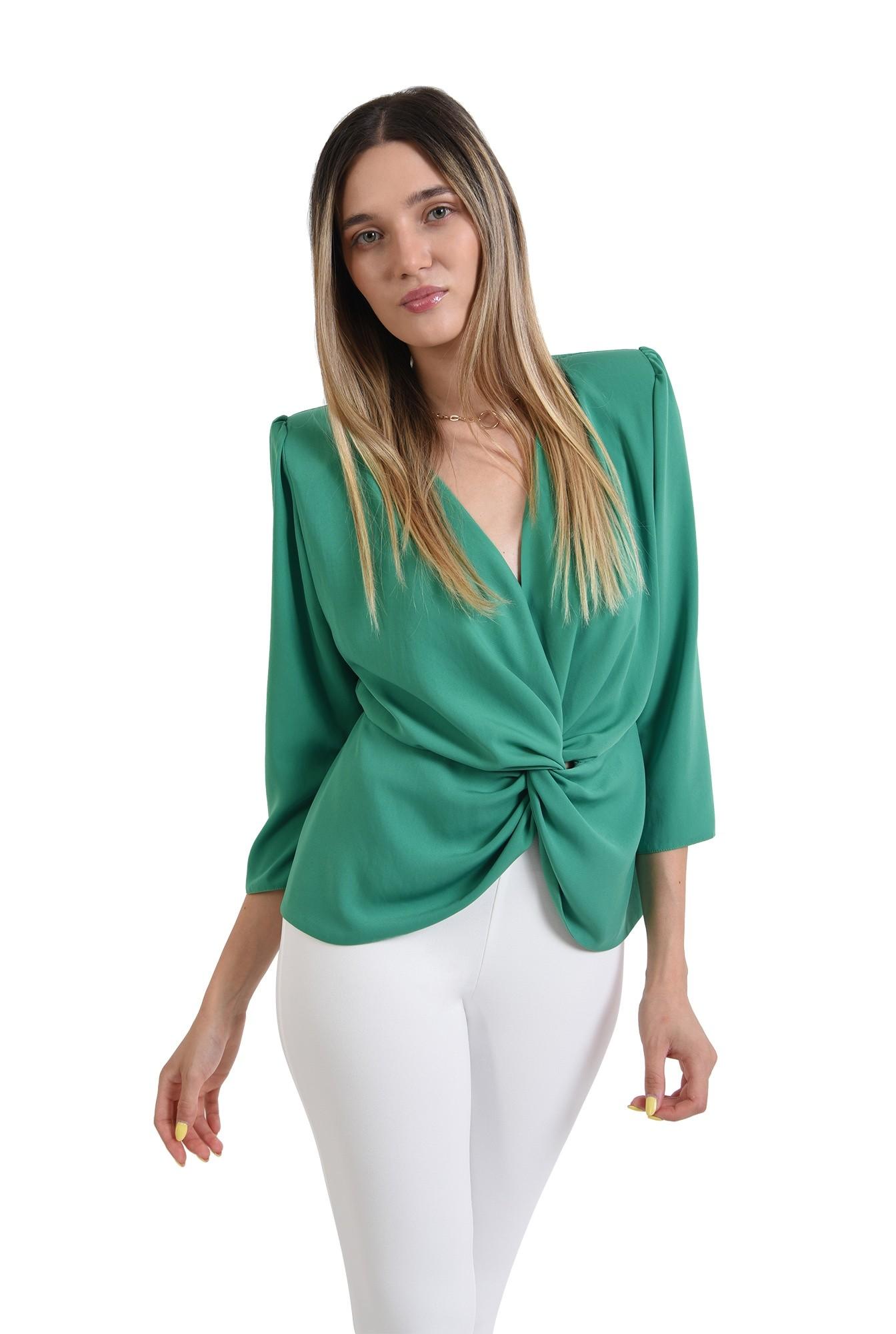 bluza verde, cu drapaj, Poema