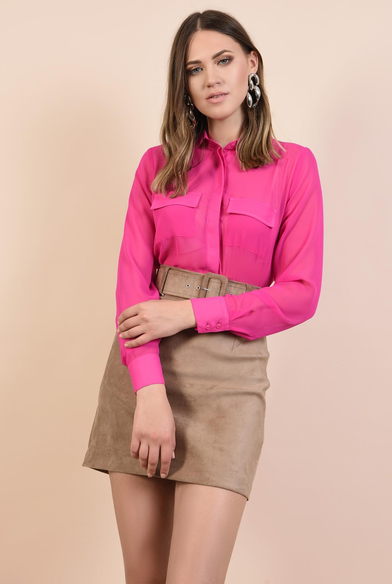 camasa roz, cu buzunare la piept, maneci lungi, guler ascutit, nasturi