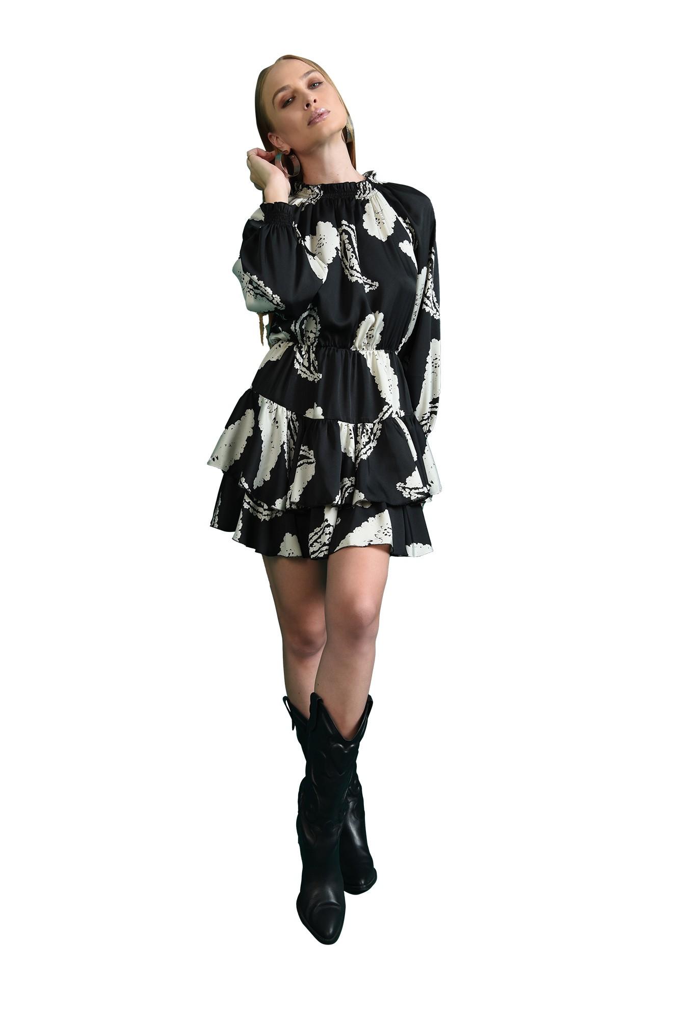 rochie neagra, cu volane, cu maneca voluminoasa