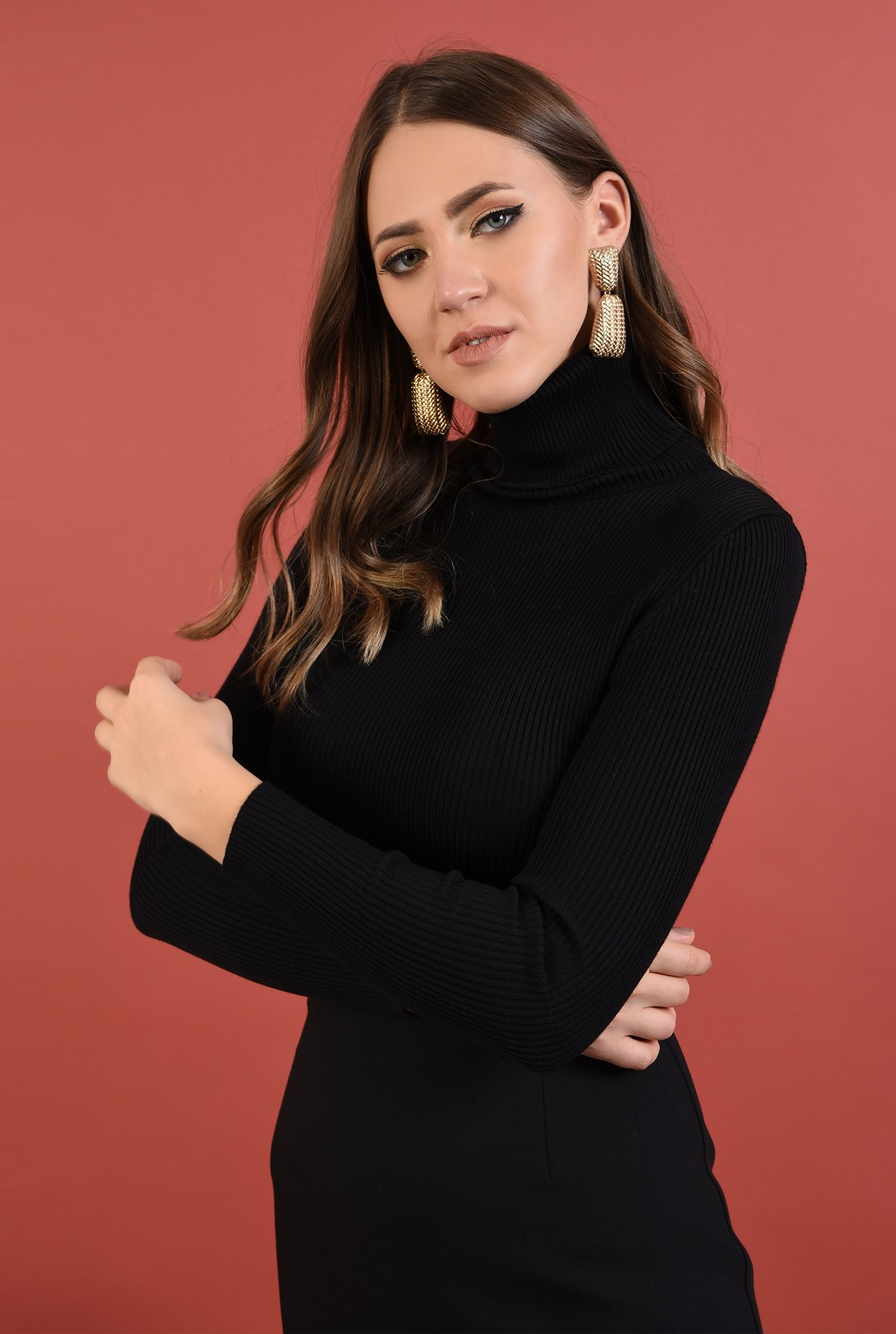 pulover negru, mulat, fin, guler inalt, reiat, Poema