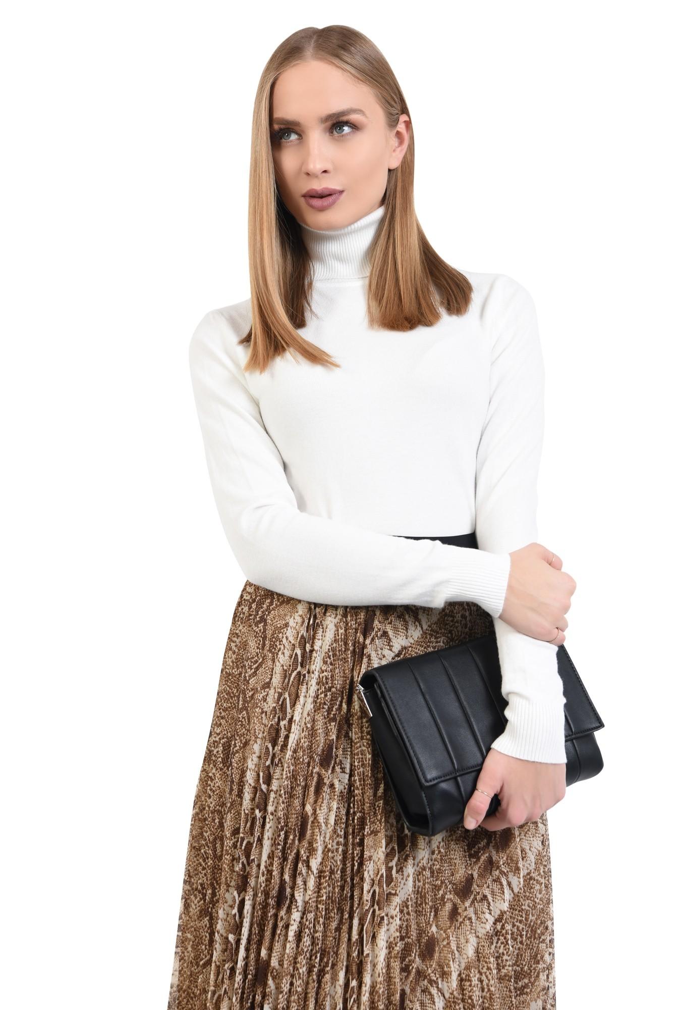 pulover tip maleta, alb, borduri reiate, guler inalt, bluza tricotata