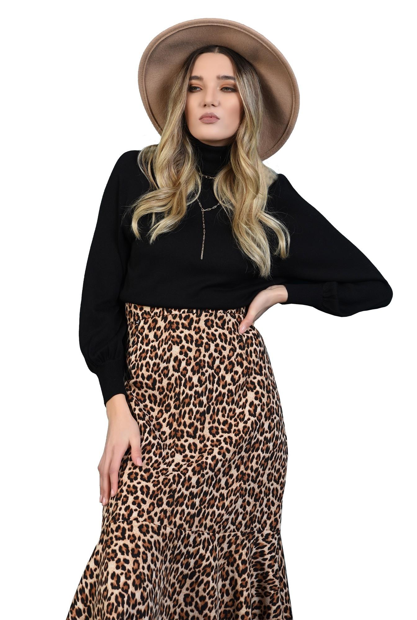 pulover negru, cu guler inalt, cu maneca dolman