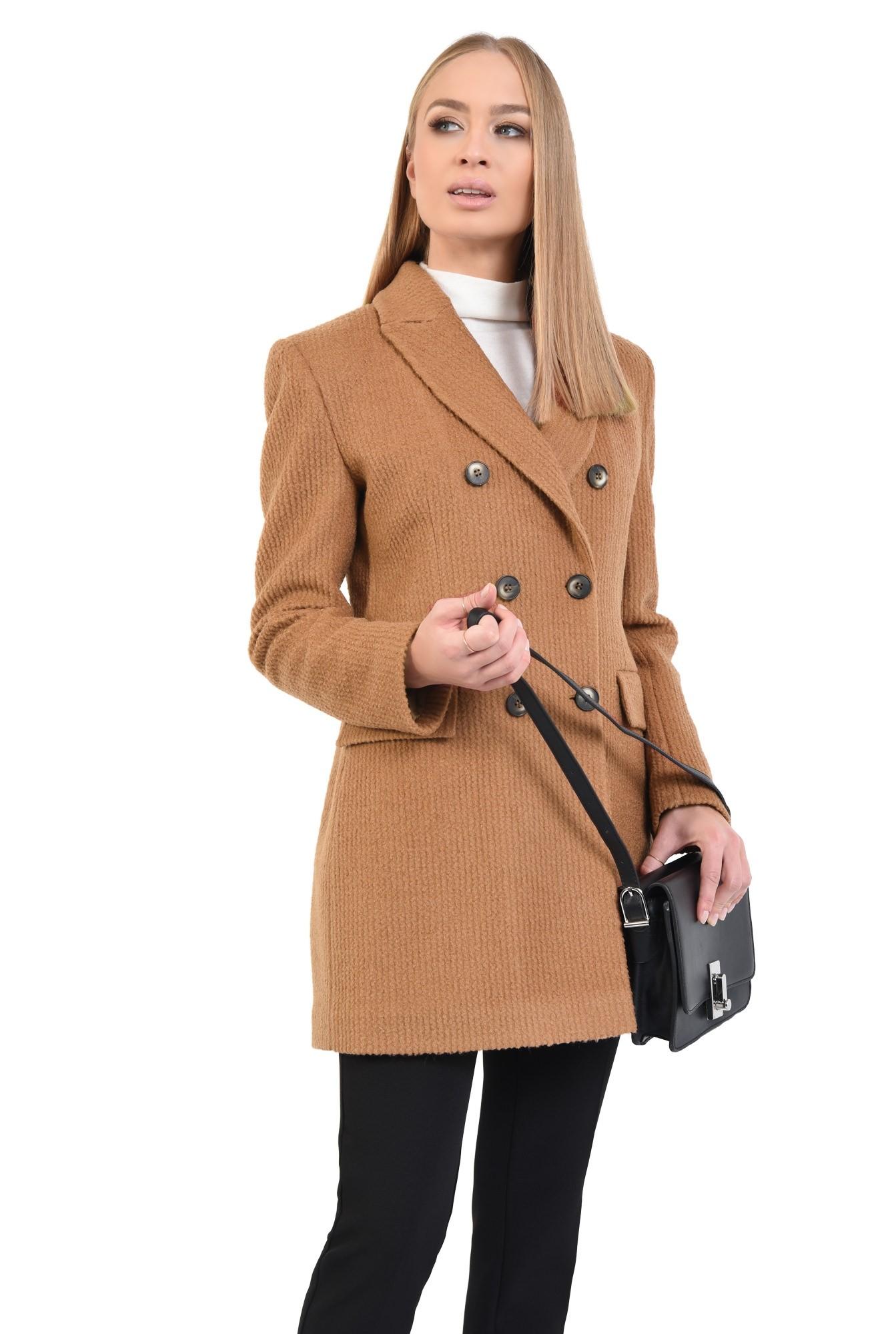 palton scurt, revere crestate, doua randuri de nasturi