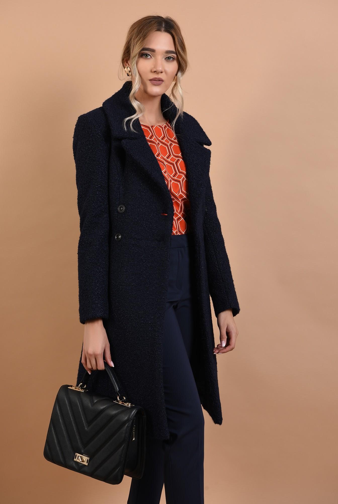 palton bleumarin, cu nasturi, revere crestate, anchior petrecut