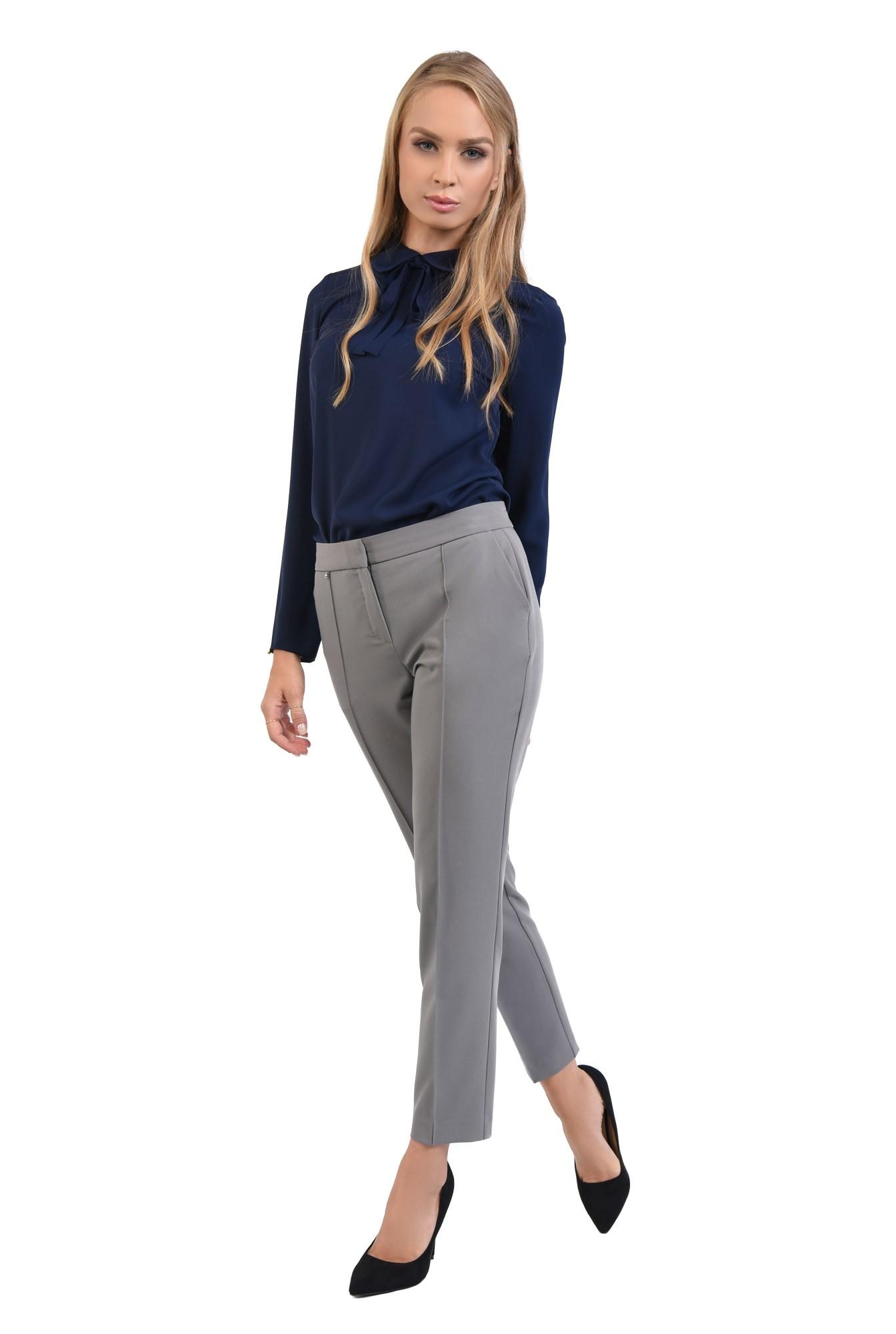 pantaloni casual. clasici, cu buzunare functionale