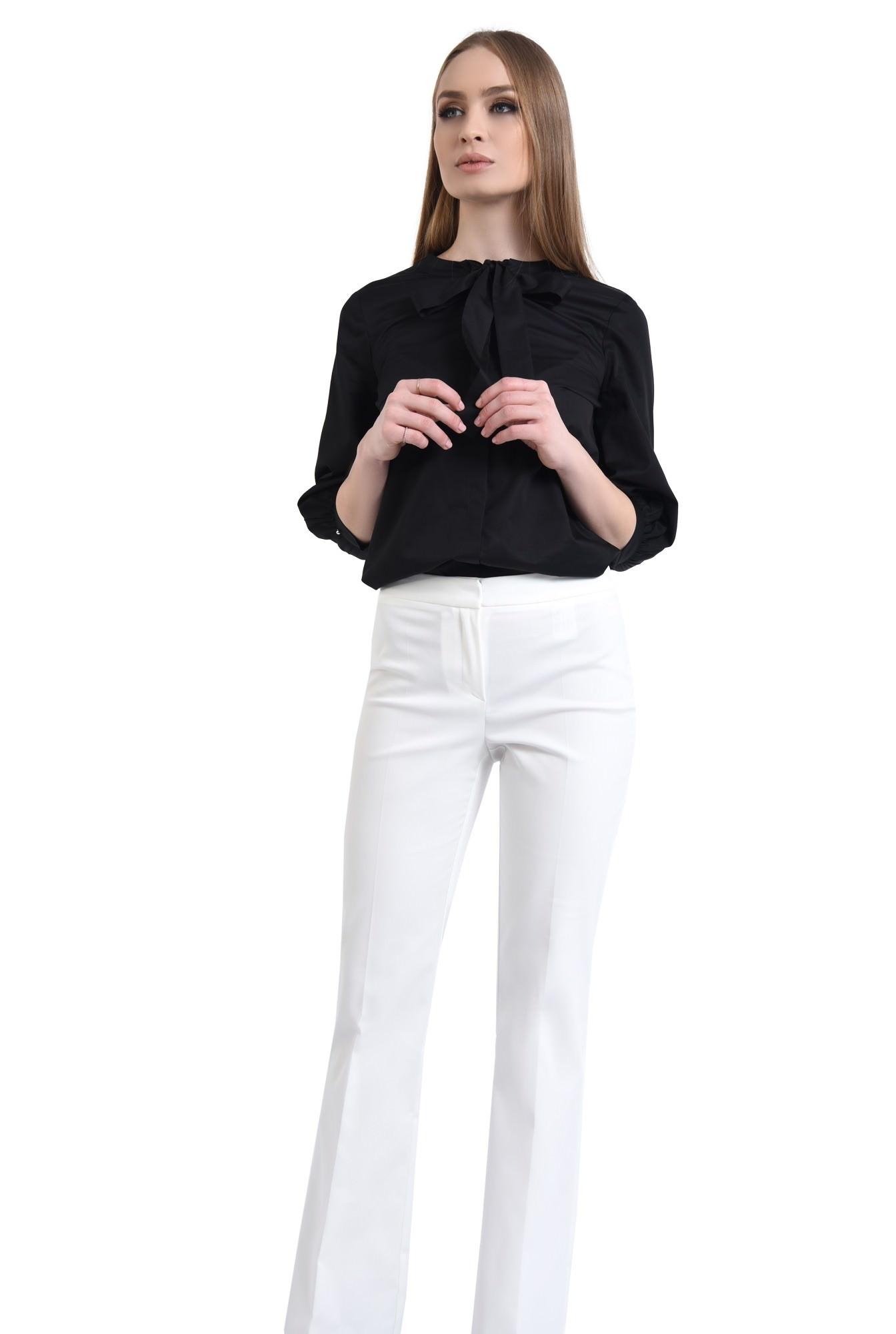 Pantaloni albi, croi drept