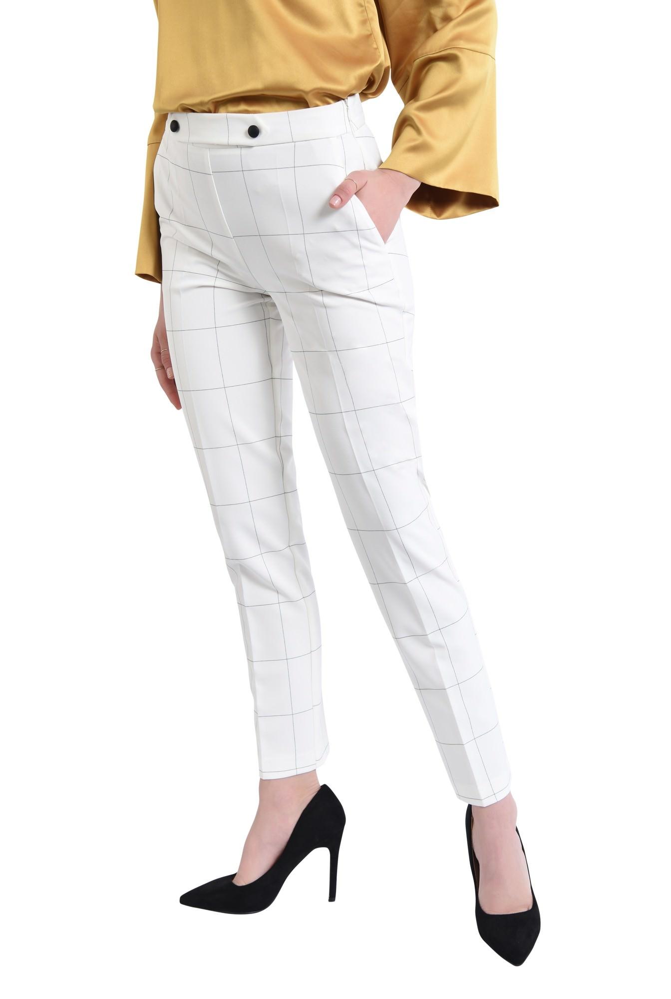 Pantaloni conici, talie medie