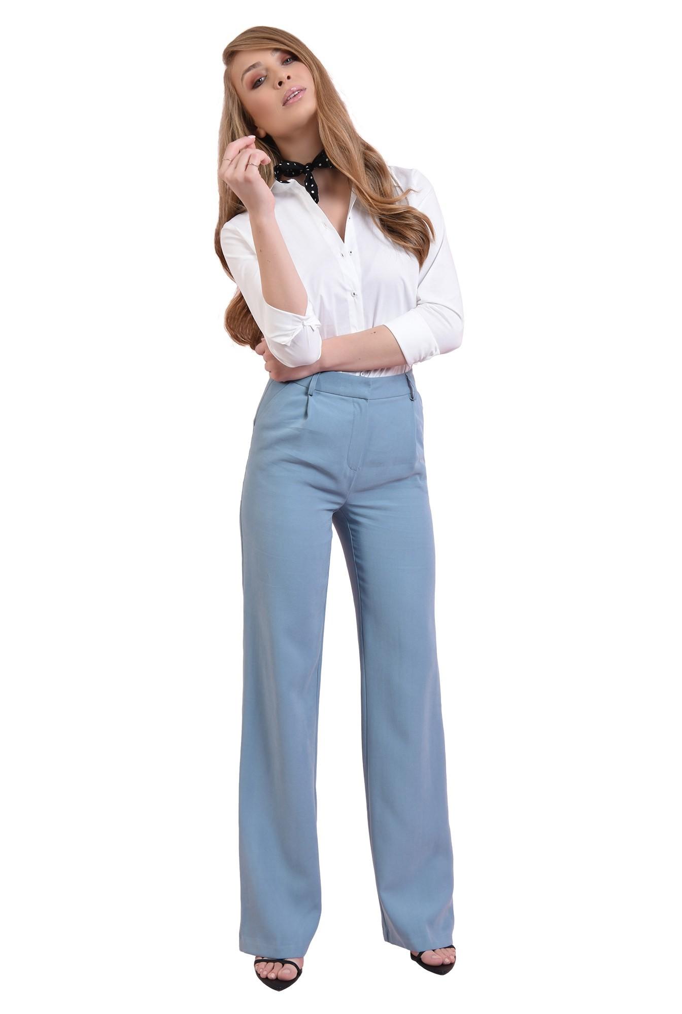 pantaloni bleu, cu buzunare laterale