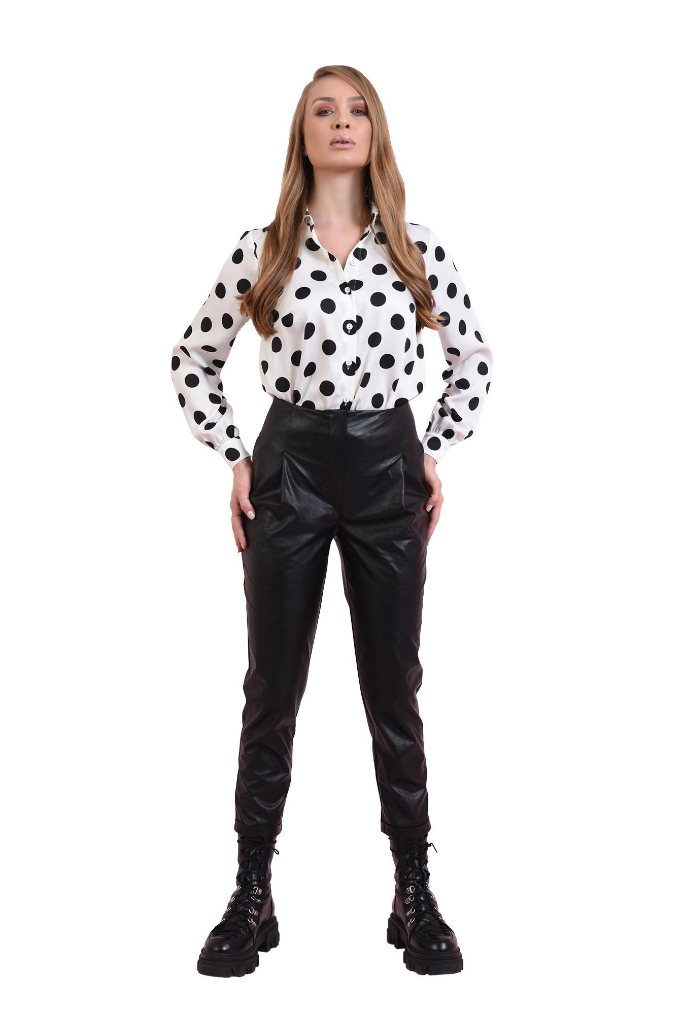 pantaloni cu manseta, cu buzunare laterale