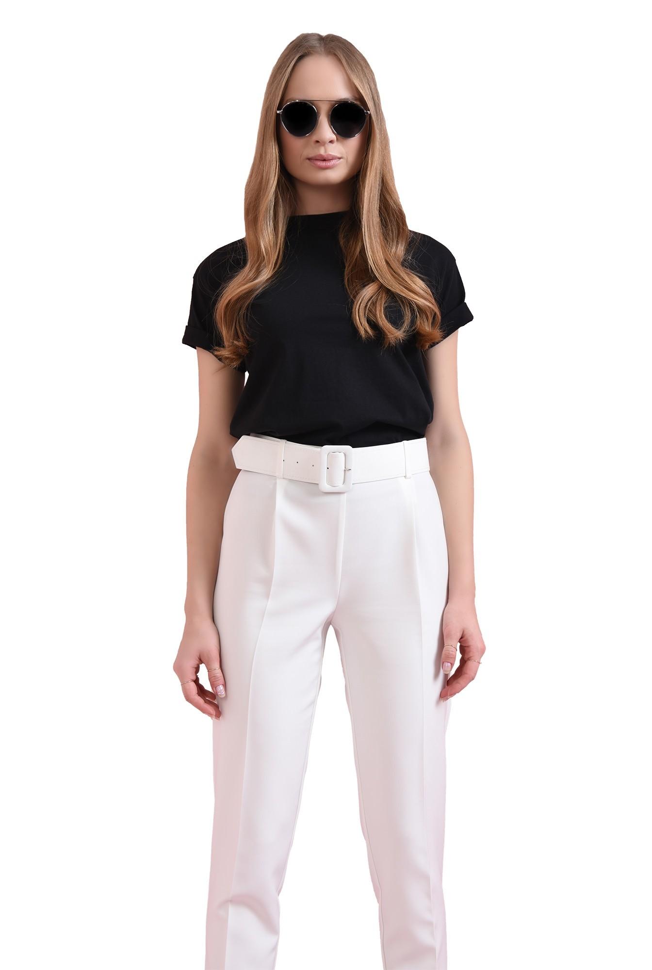 pantaloni albi, cu curea, conici, la dunga