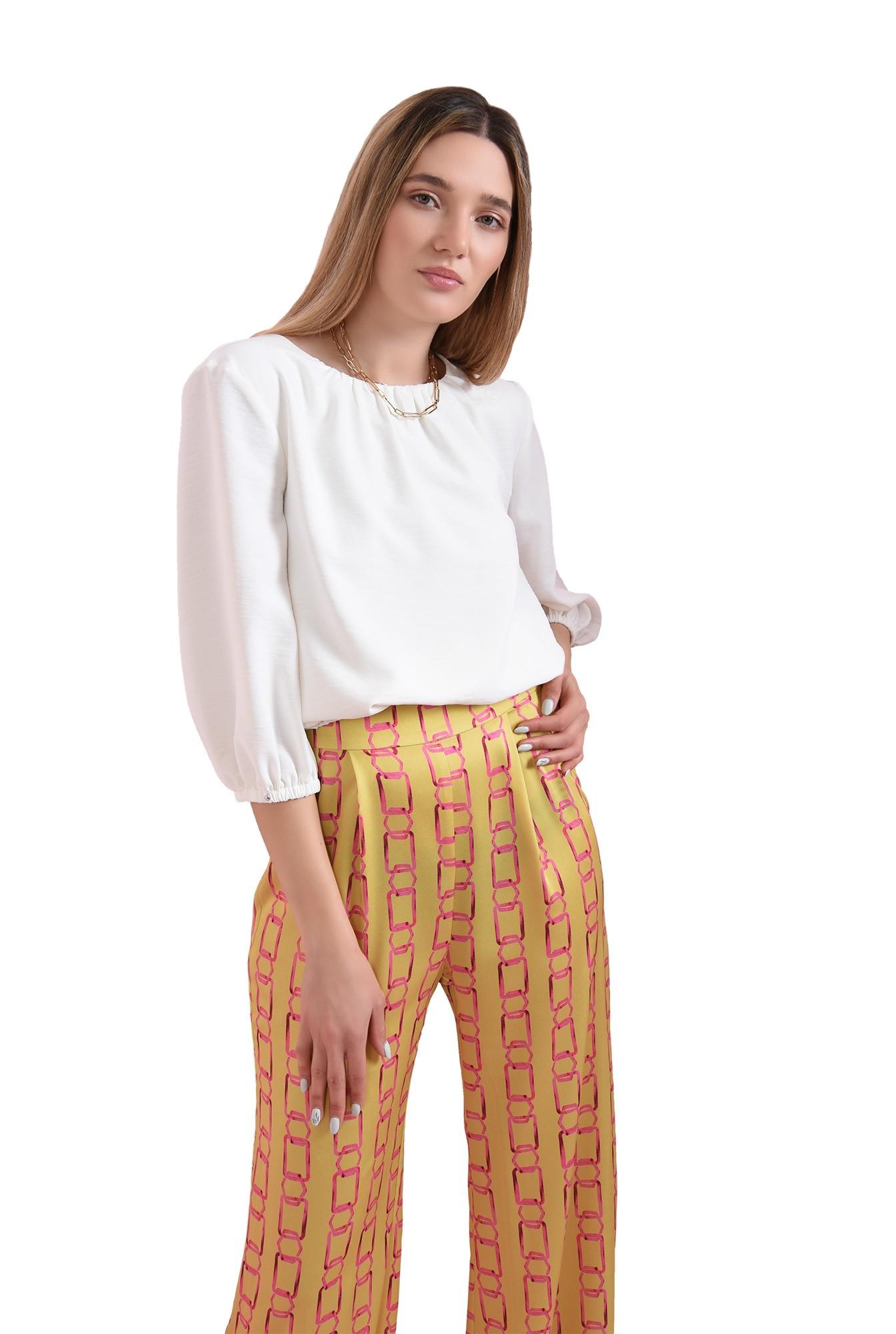 pantaloni cu print, din satin