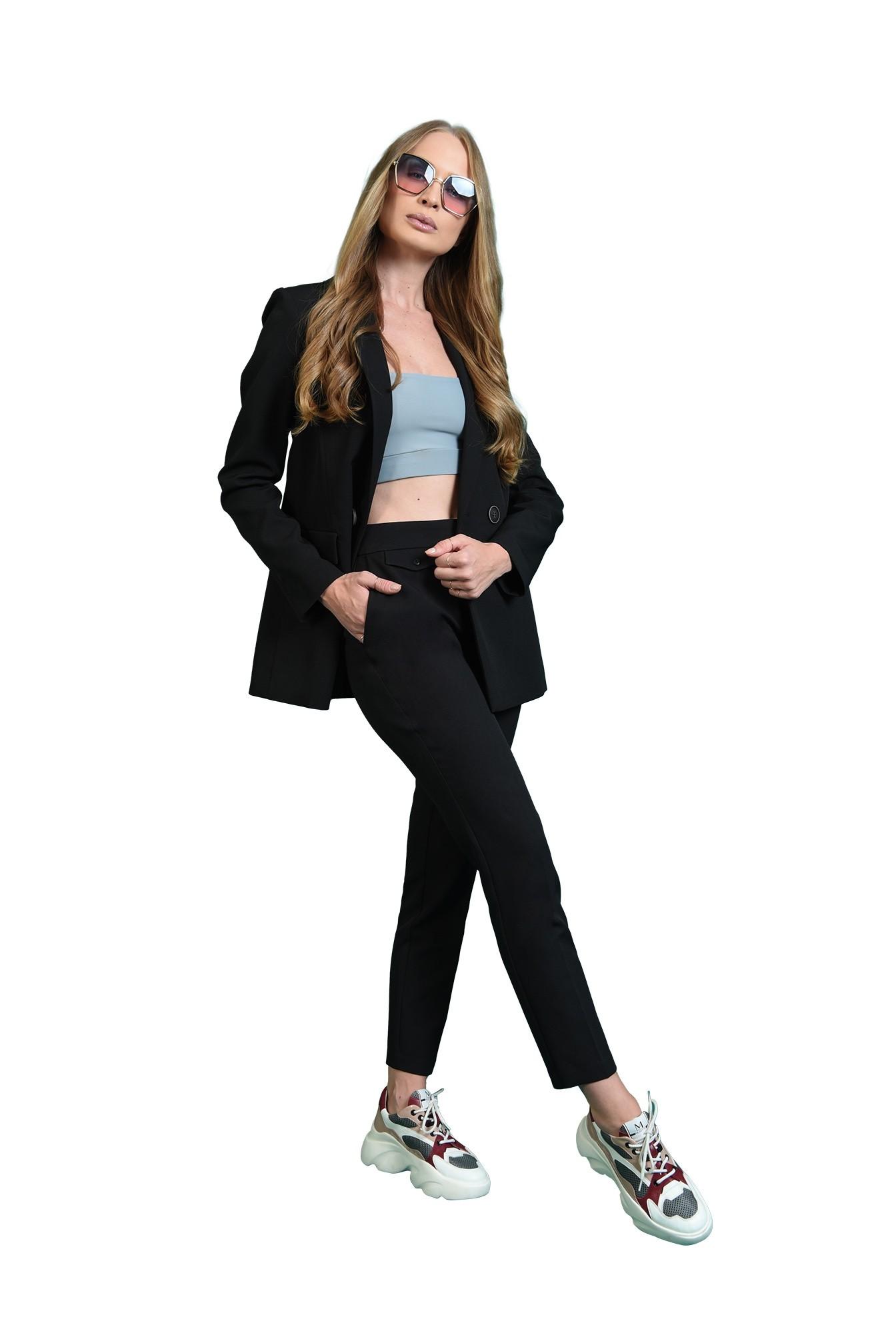 pantaloni lungi, cu buzunare laterale