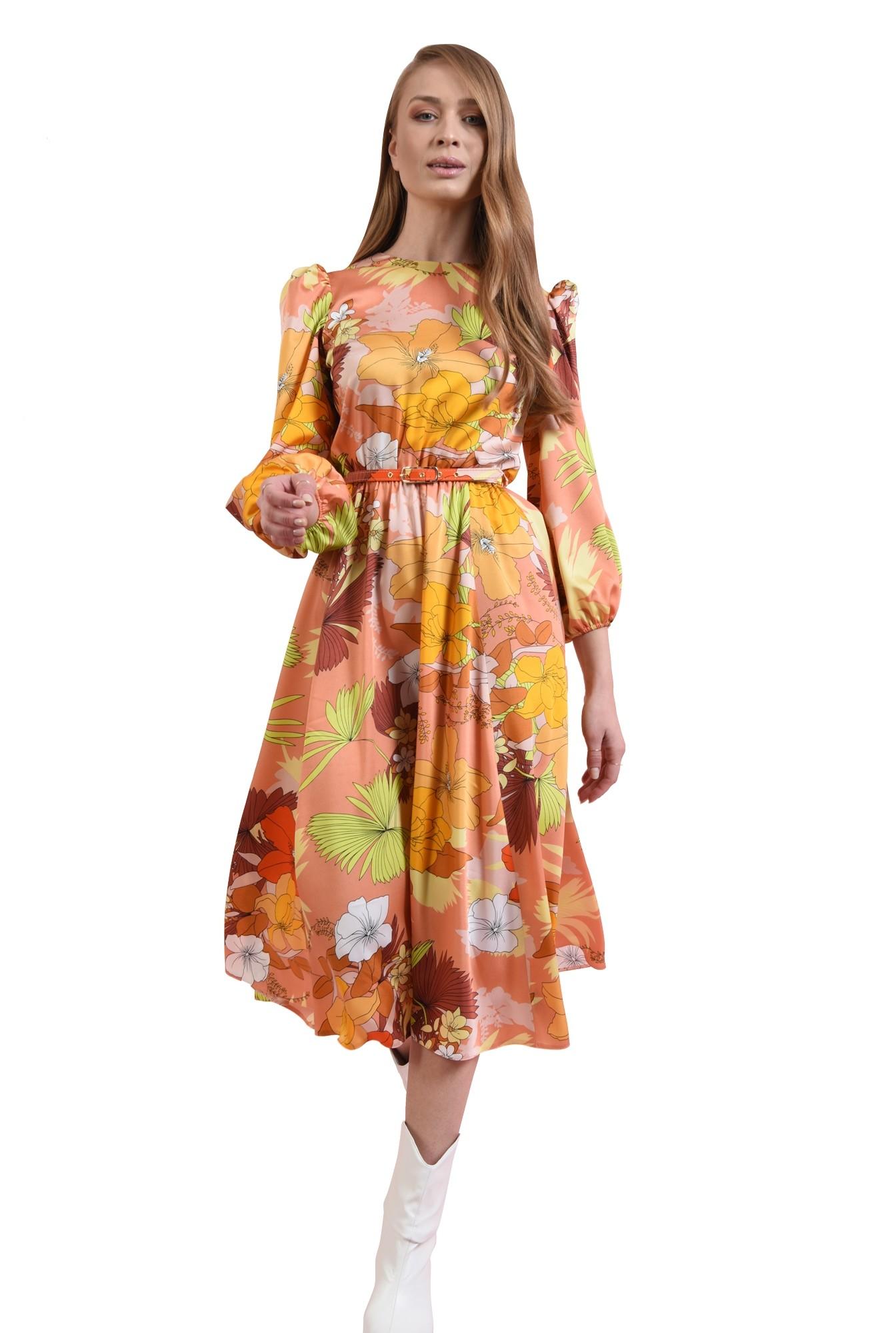 rochie cu umeri accentuati, cu centura