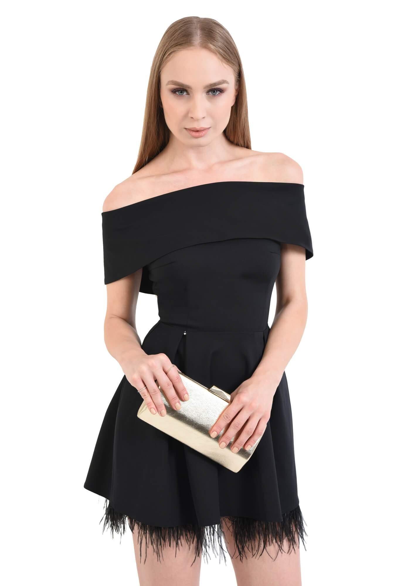 Rochie de seara cu decolteu capa si pene